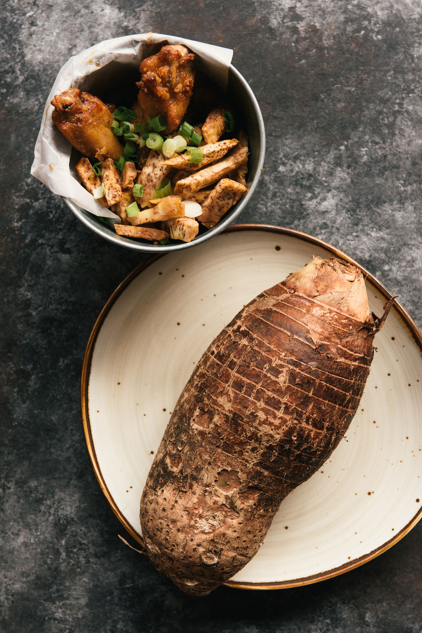 HIGH ANGLE VIEW OF MEAT IN PLATE ON TABLE