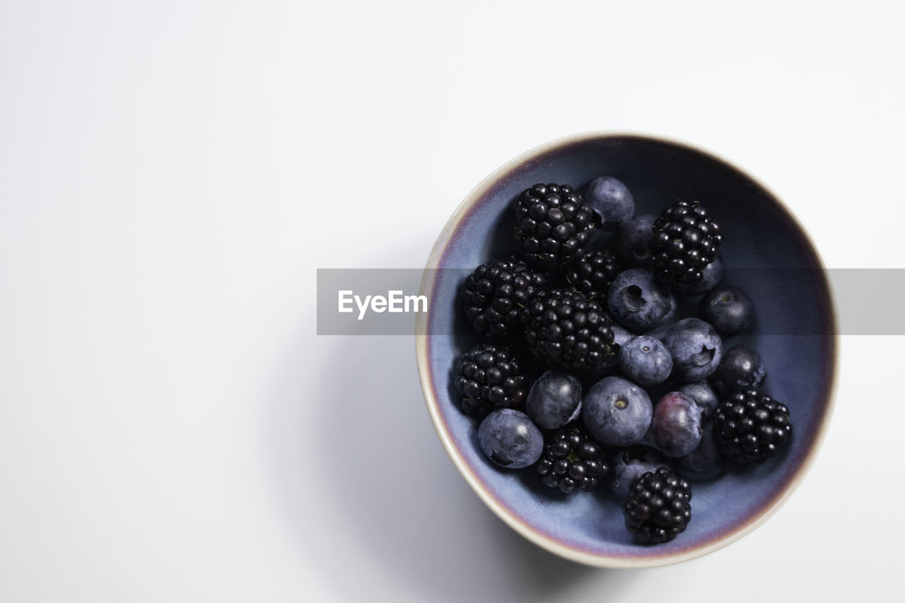 fruit, berry fruit, food, healthy eating, food and drink, freshness, wellbeing, studio shot, still life, bowl, blueberry, indoors, white background, blackberry - fruit, black color, copy space, table, no people, high angle view, blackberry, temptation