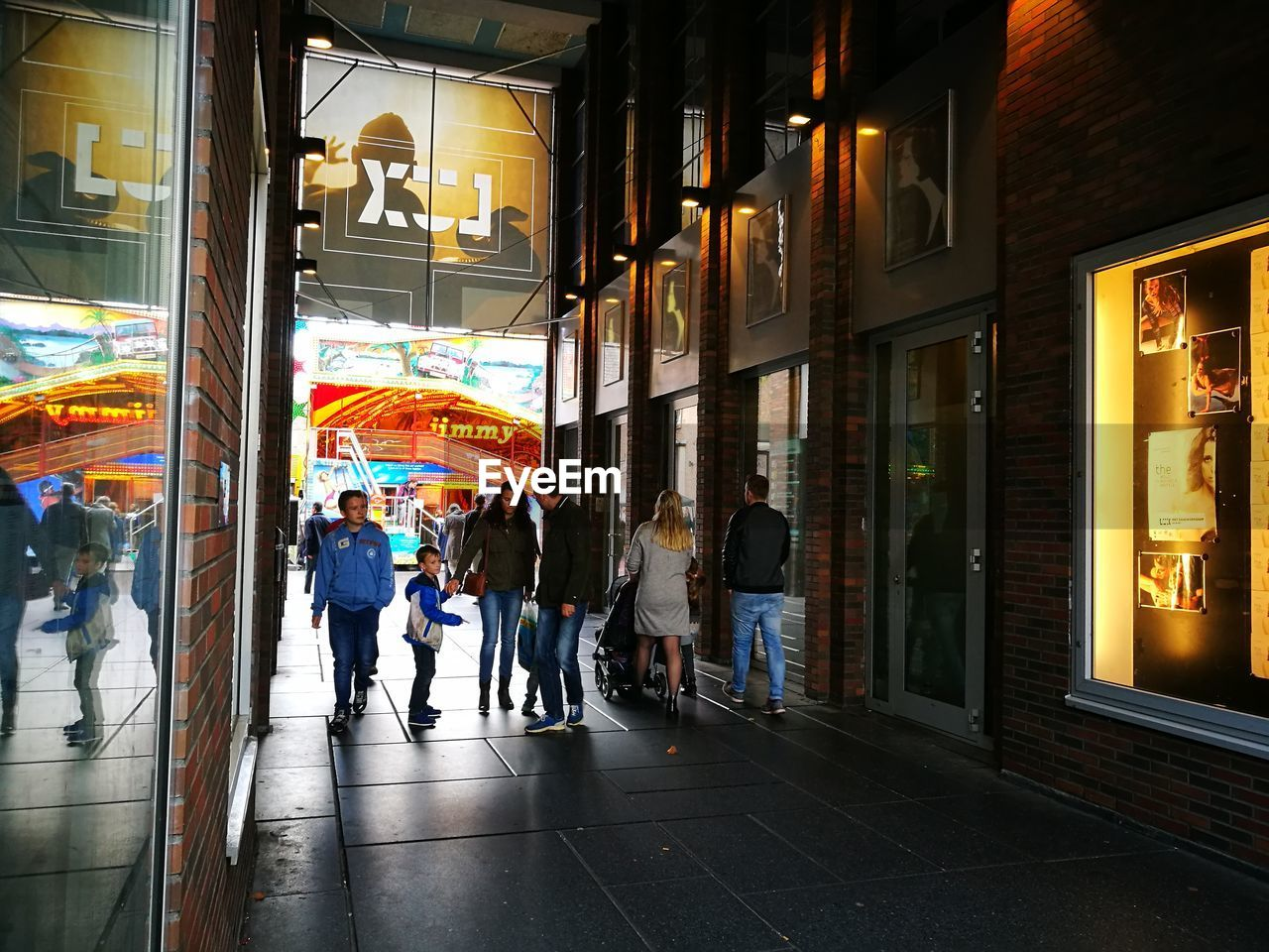 illuminated, real people, retail, store, architecture, night, large group of people, women, built structure, men, building exterior, outdoors, city, people