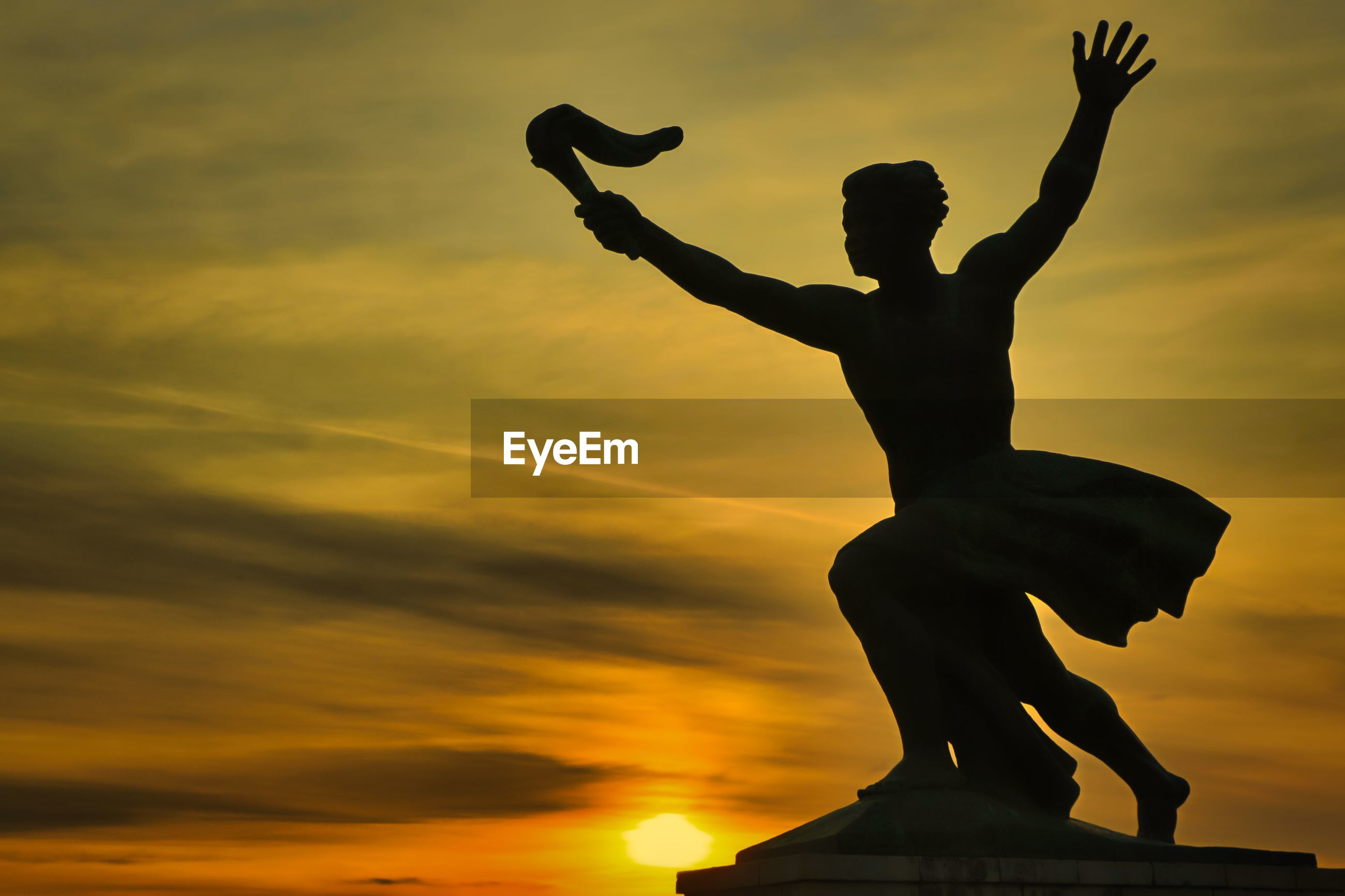 LOW ANGLE VIEW OF SILHOUETTE STATUE AGAINST SKY AT SUNSET