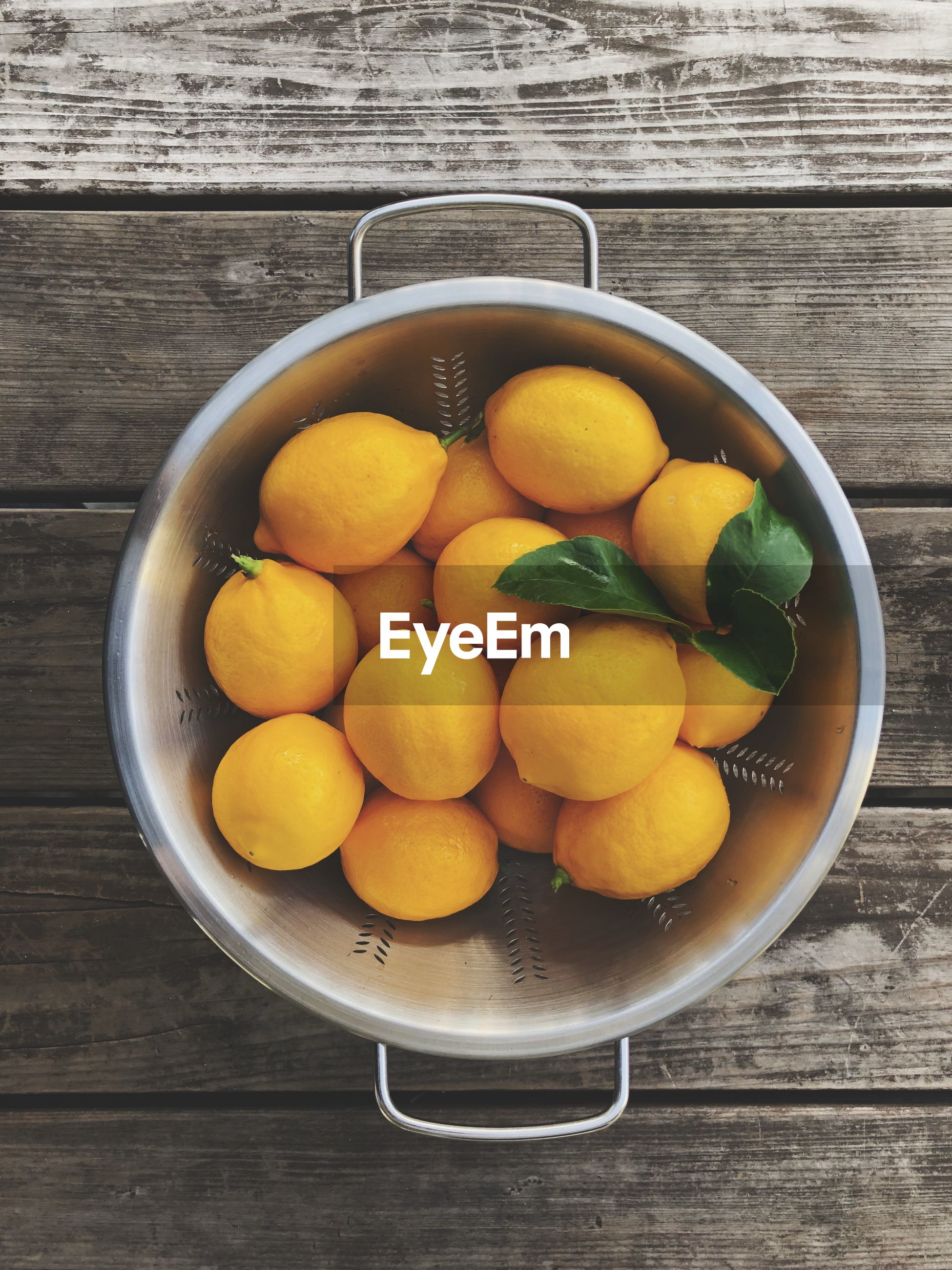 Directly above shot of lemons in bowl on table