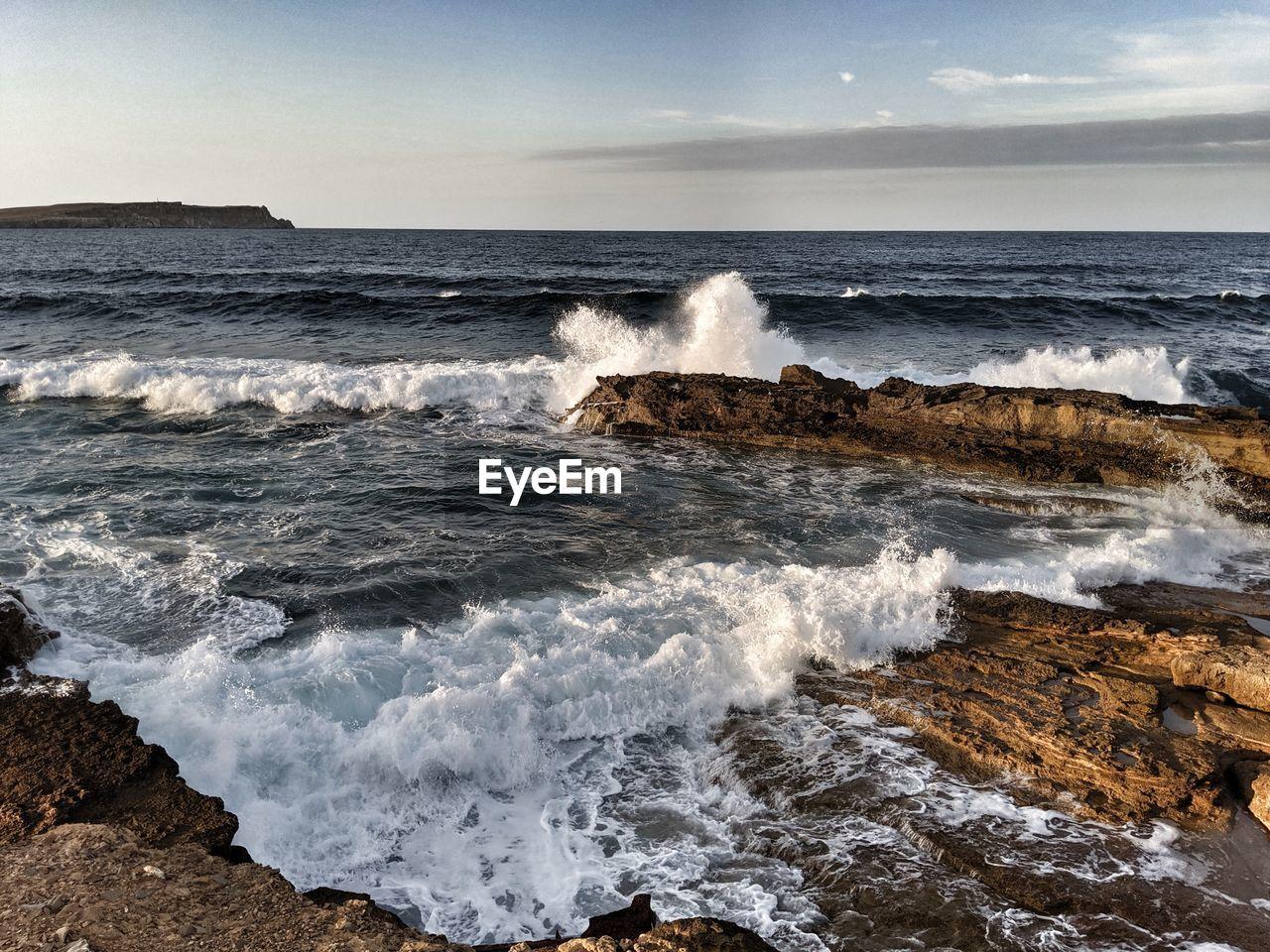 sea, wave, water, motion, horizon over water, horizon, beauty in nature, beach, aquatic sport, sky, sport, scenics - nature, land, surfing, power, nature, rock, power in nature, outdoors, breaking