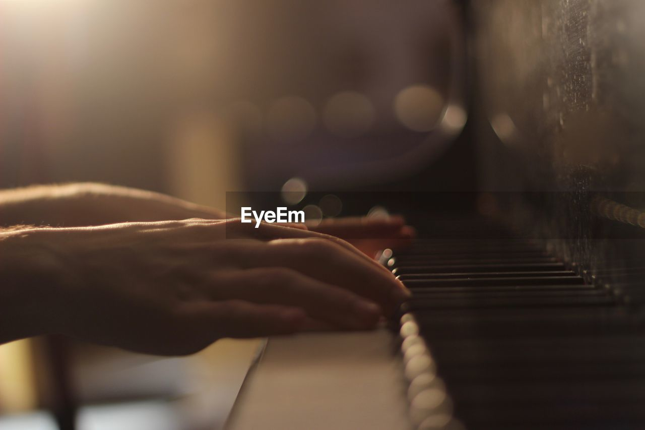 CLOSE-UP OF PERSON PLAYING PIANO