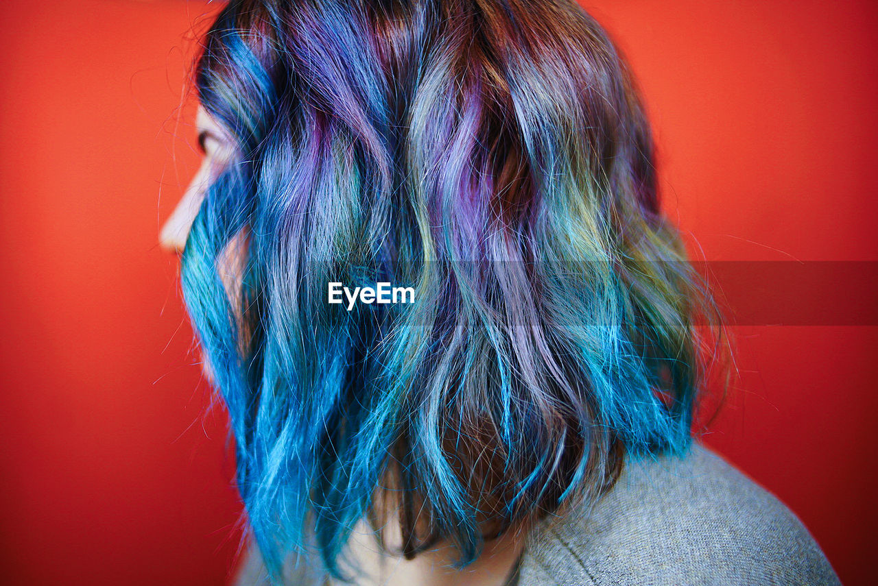 CLOSE-UP OF MULTI COLORED HAIR