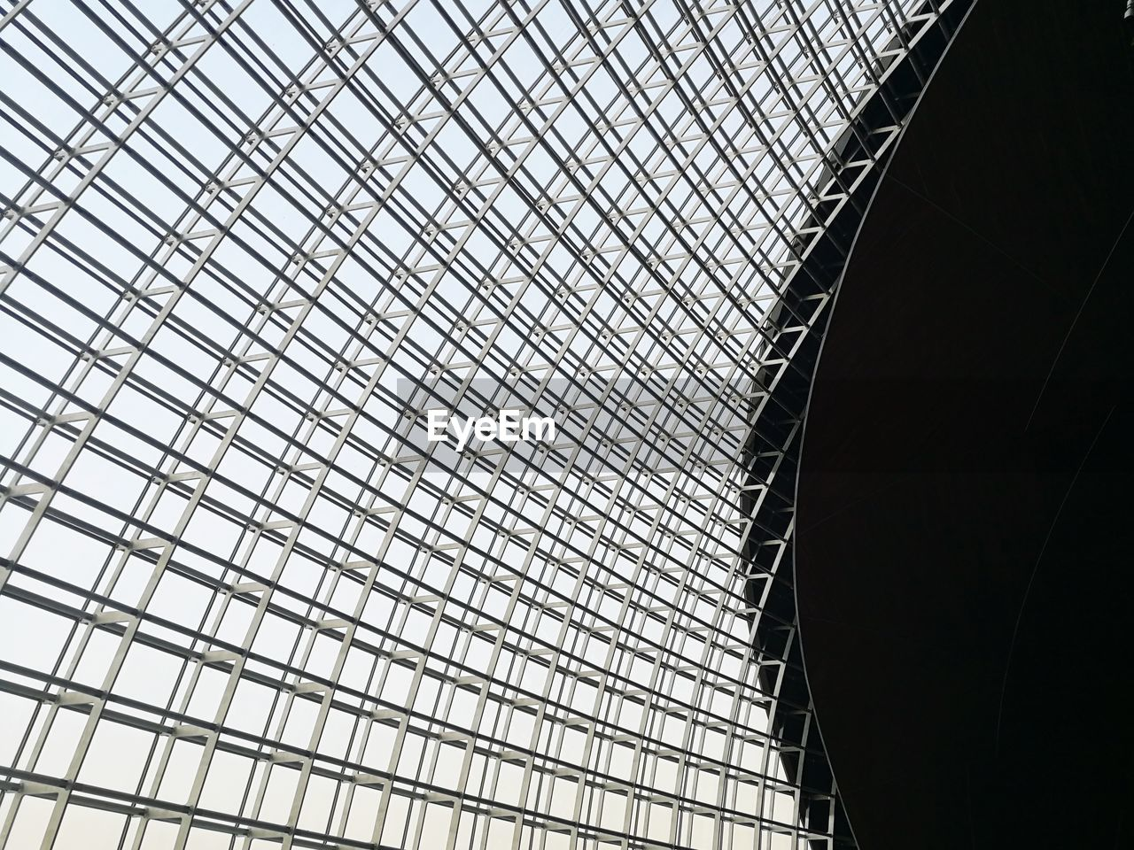 architecture, built structure, low angle view, pattern, no people, ceiling, metal, building exterior, day, modern, sky, architectural feature, city, building, outdoors, design, glass - material, nature, sunlight, office building exterior, skylight, architecture and art, directly below