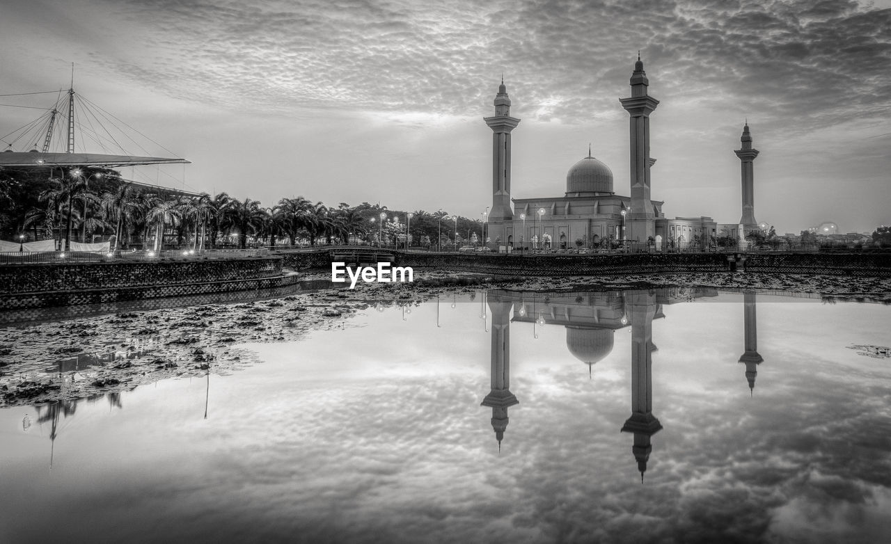 architecture, built structure, reflection, sky, building exterior, dome, water, travel destinations, cloud - sky, outdoors, place of worship, religion, reflecting pool, no people, puddle, day