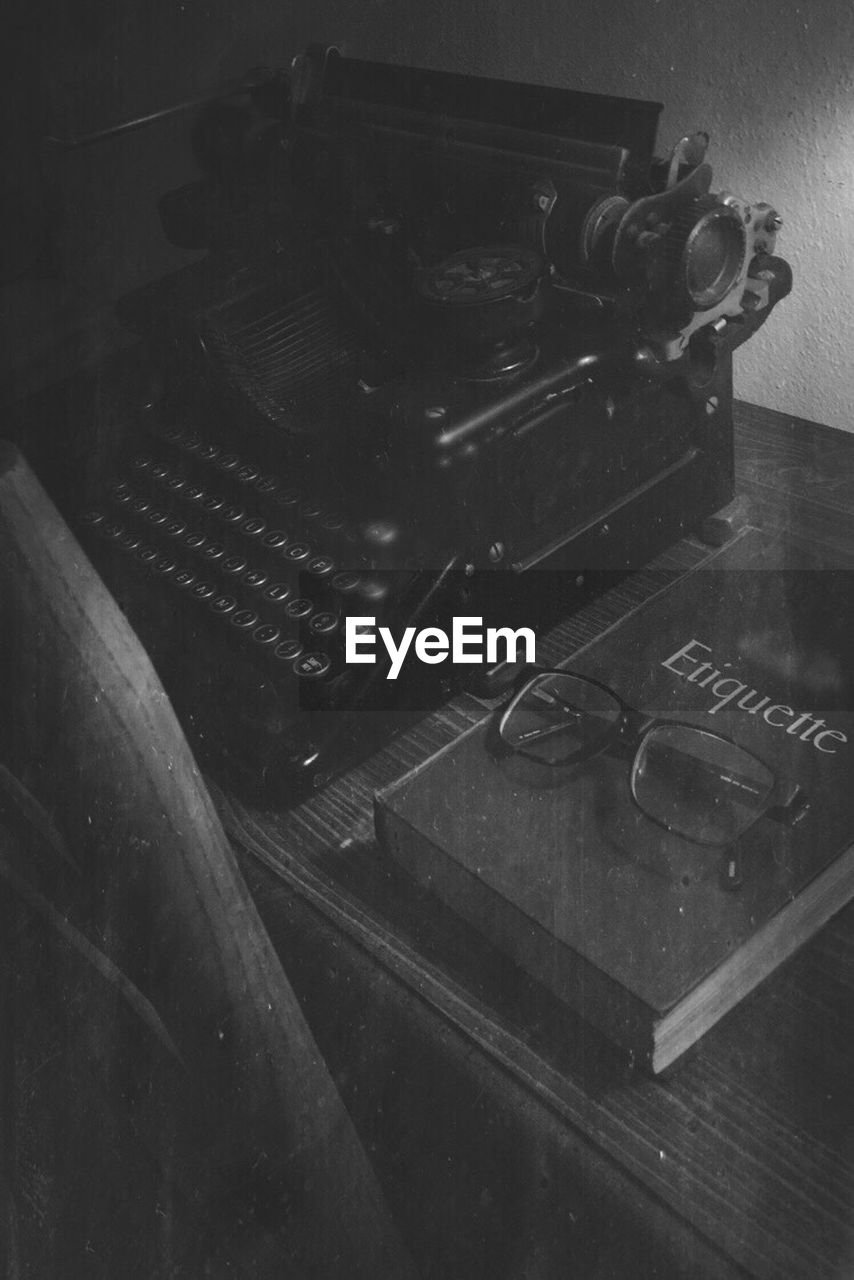 old-fashioned, indoors, the past, no people, retro styled, technology, arts culture and entertainment, antique, high angle view, table, communication, typewriter, close-up, day, record player needle