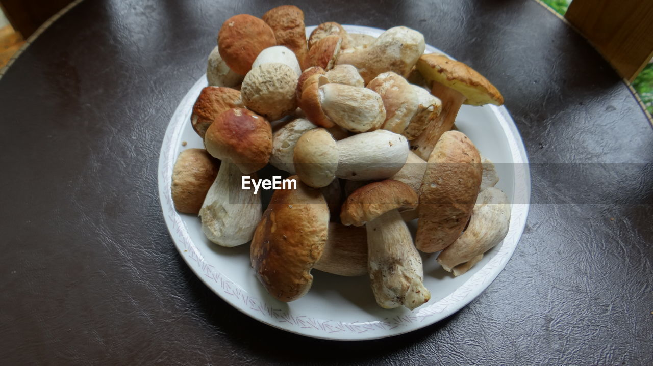 High Angle View Of Edible Mushrooms In Plate On Table