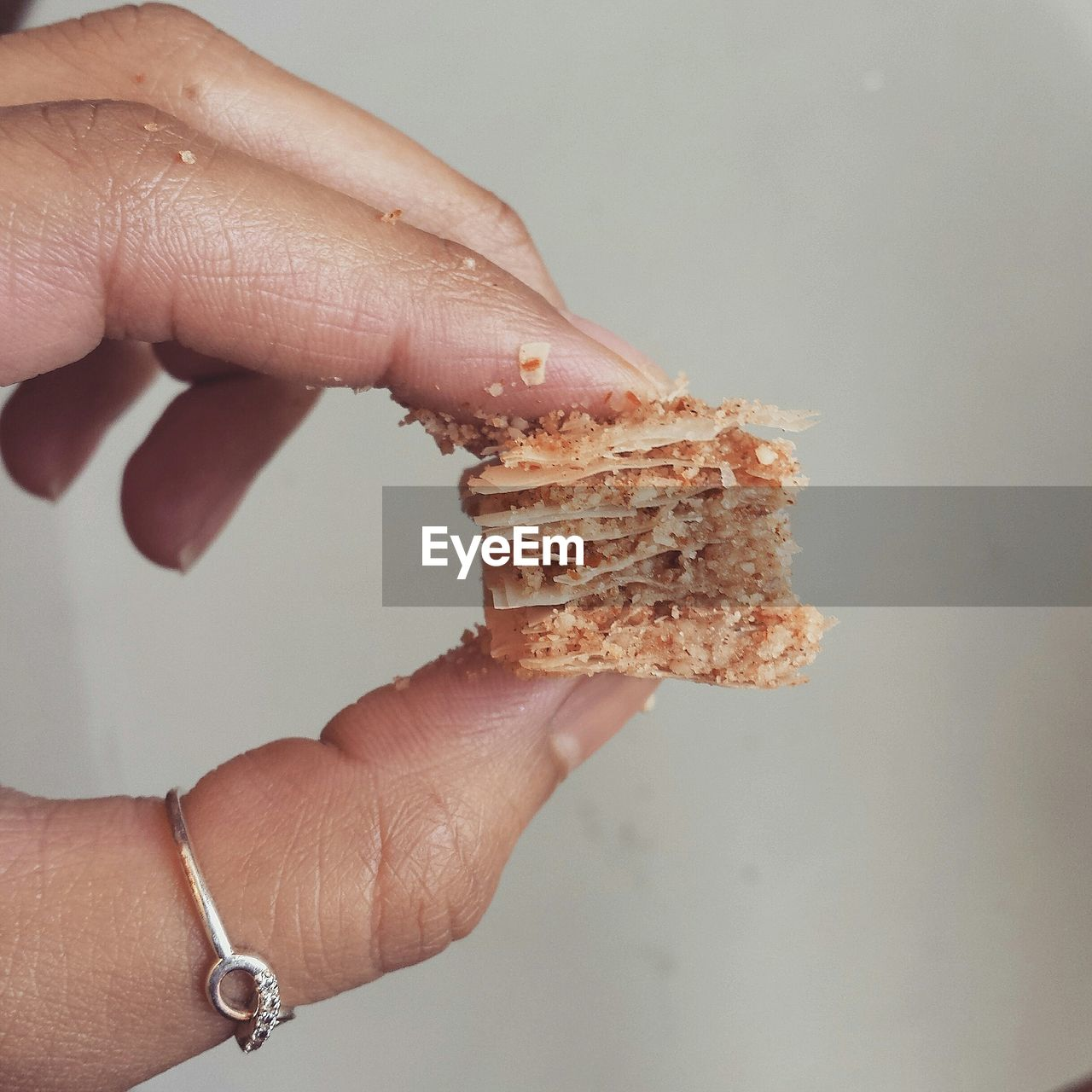 human hand, food and drink, food, human body part, one person, holding, real people, close-up, indoors, freshness, day, people