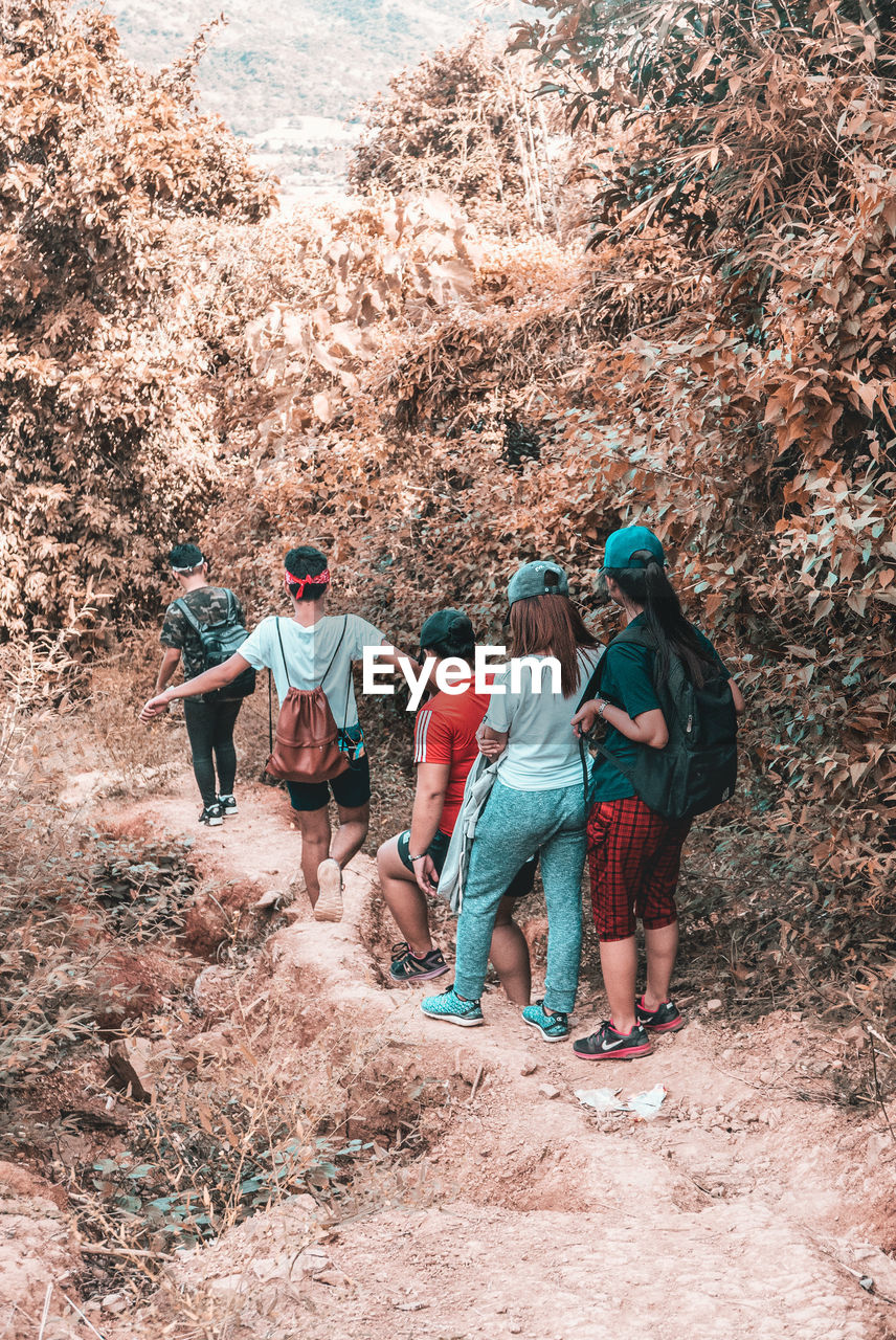 The Travellers Group Of People Real People Lifestyles Leisure Activity Day Women People Nature Men Casual Clothing Full Length Land Hiking Adventure Adult Walking Plant Activity Tree Friendship Outdoors EyeEm Best Shots EyeEm EyeEm Nature Lover EyeEm Selects