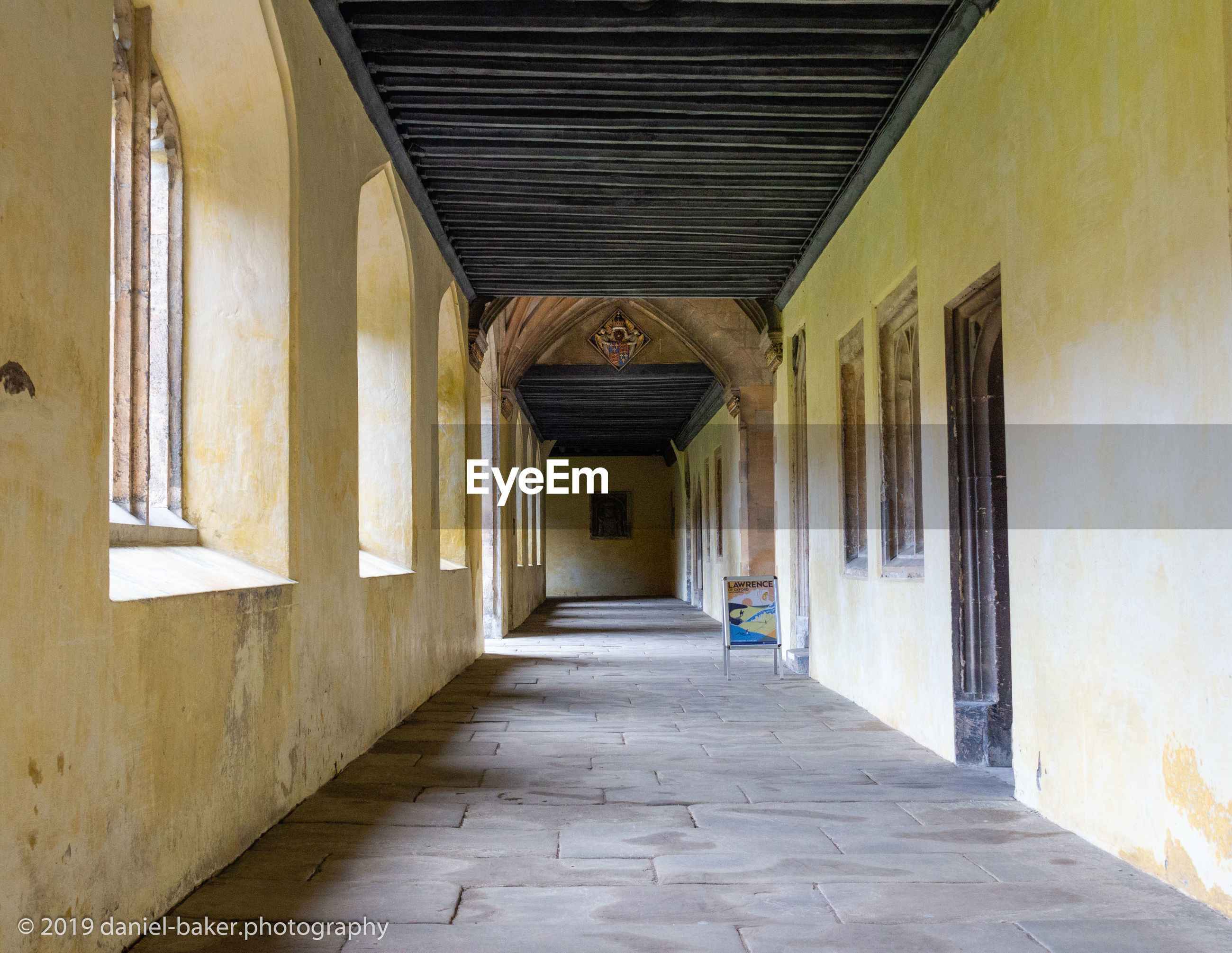 architecture, built structure, building, the way forward, direction, arcade, corridor, no people, day, building exterior, empty, entrance, arch, door, outdoors, flooring, diminishing perspective, house, ceiling, colonnade, alley