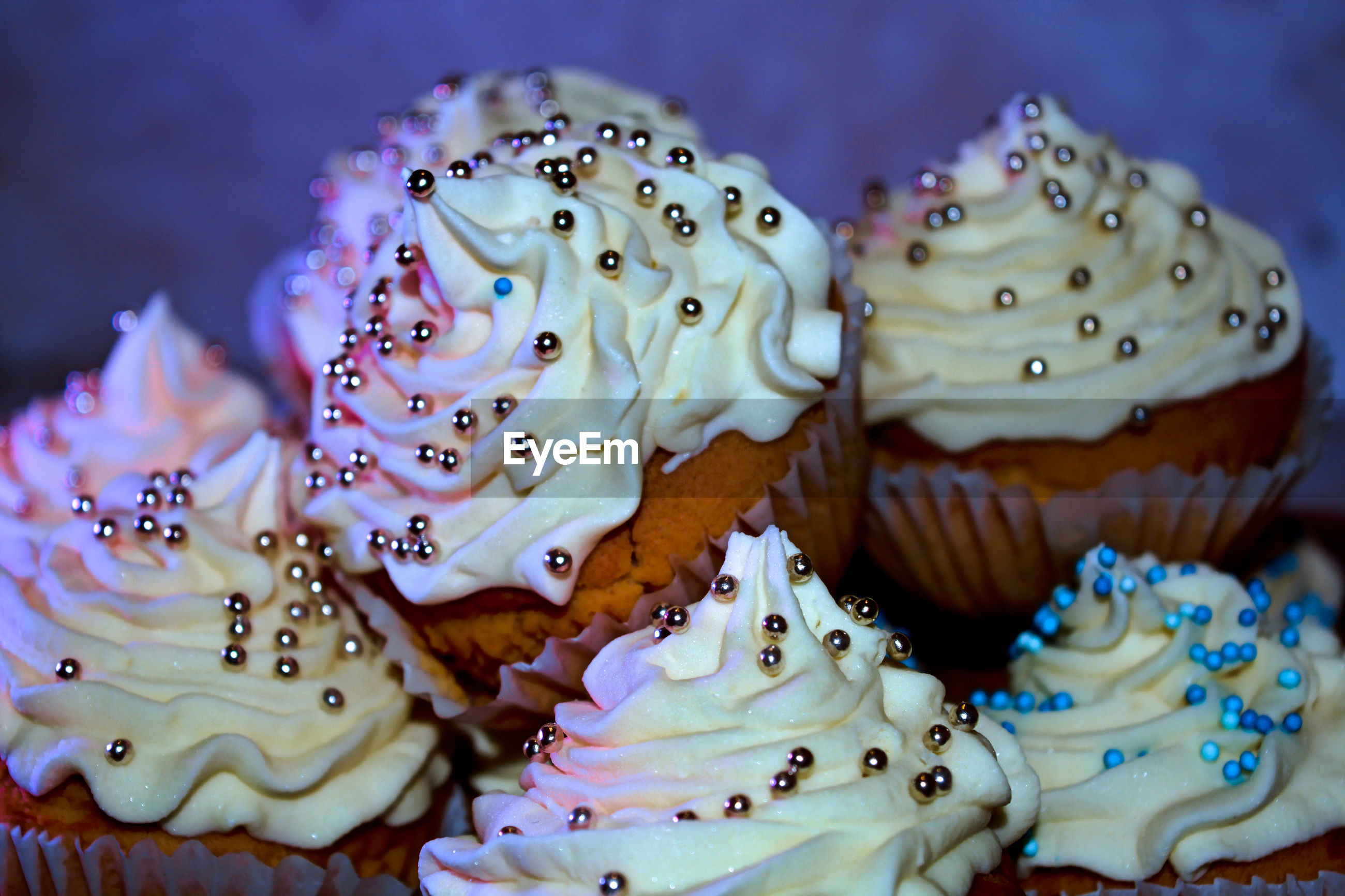 CLOSE-UP OF CUPCAKES ON CAKE