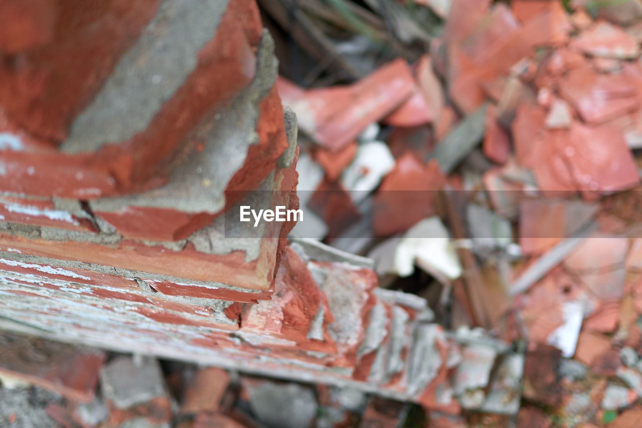 metal, no people, damaged, day, selective focus, abandoned, full frame, backgrounds, outdoors, rusty, deterioration, close-up, decline, bad condition, brick, run-down, weathered, old, textured, obsolete, ruined, roof tile