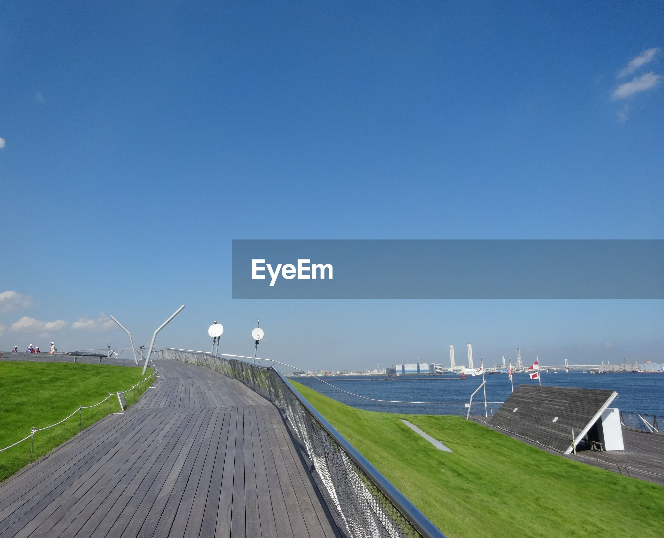 PANORAMIC VIEW OF LAND AGAINST SKY