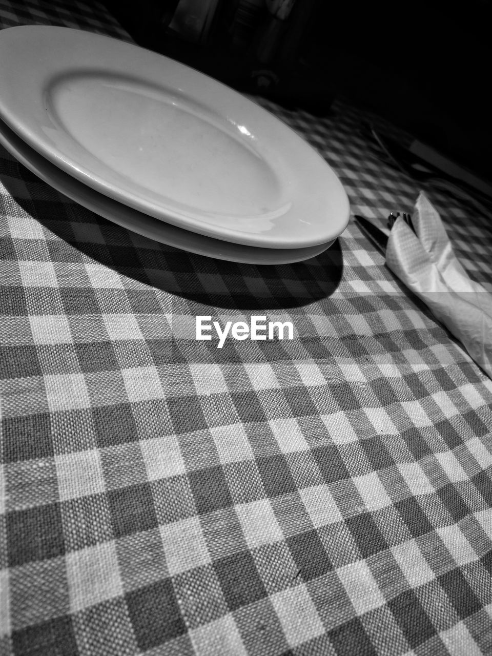 checked pattern, tablecloth, plate, table, pattern, indoors, no people, napkin, day, close-up