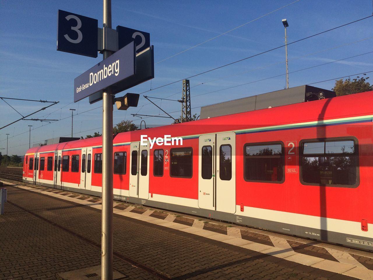 Train at gross-gerau-dornberg station against sky