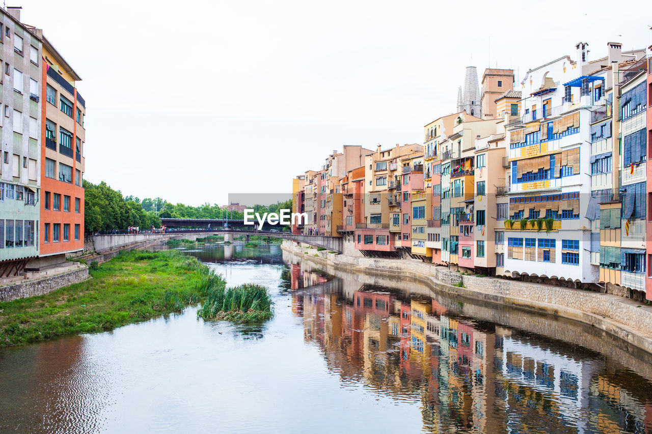 VIEW OF CANAL IN CITY AGAINST CLEAR SKY