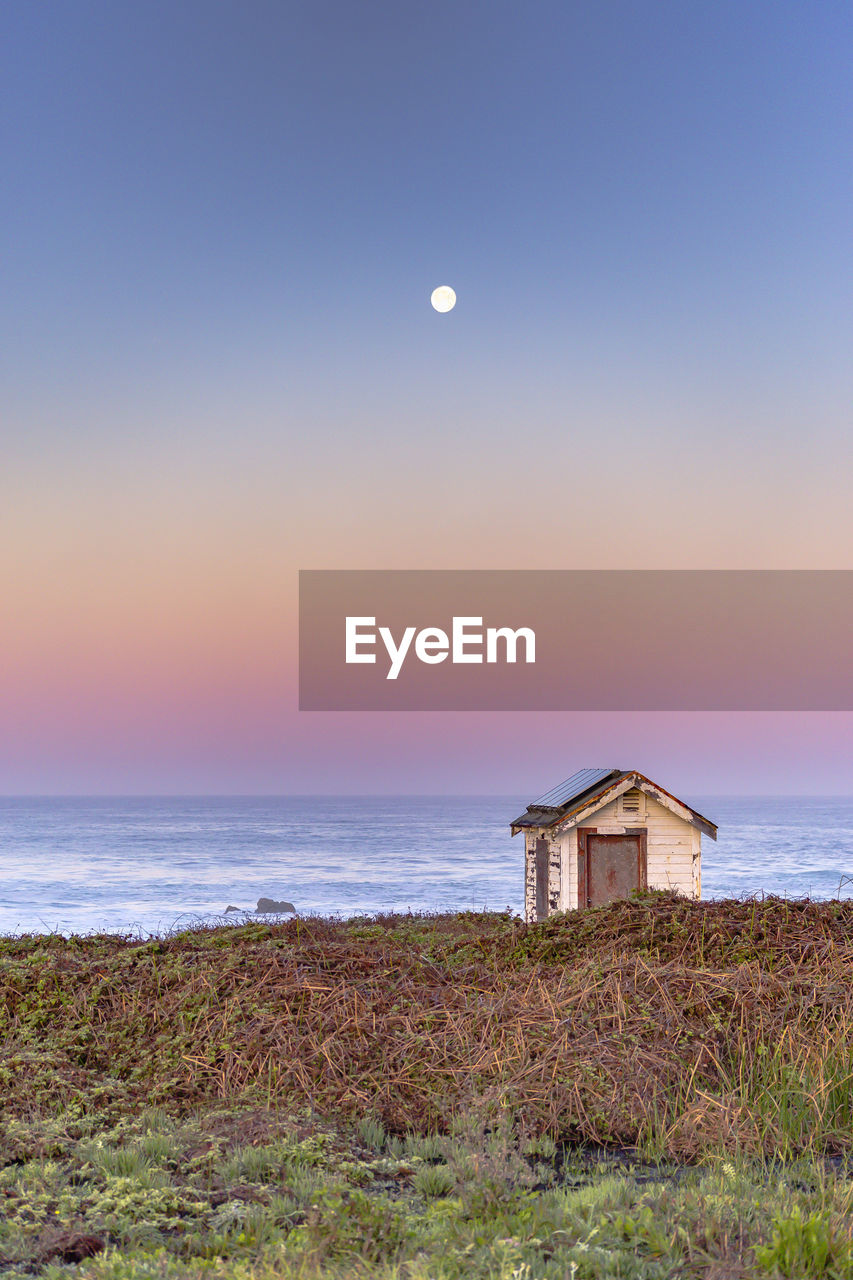 sea, nature, water, beauty in nature, scenics, horizon over water, moon, tranquility, tranquil scene, beach, sky, idyllic, sunset, no people, outdoors, grass, built structure, architecture, landscape, clear sky, building exterior, day