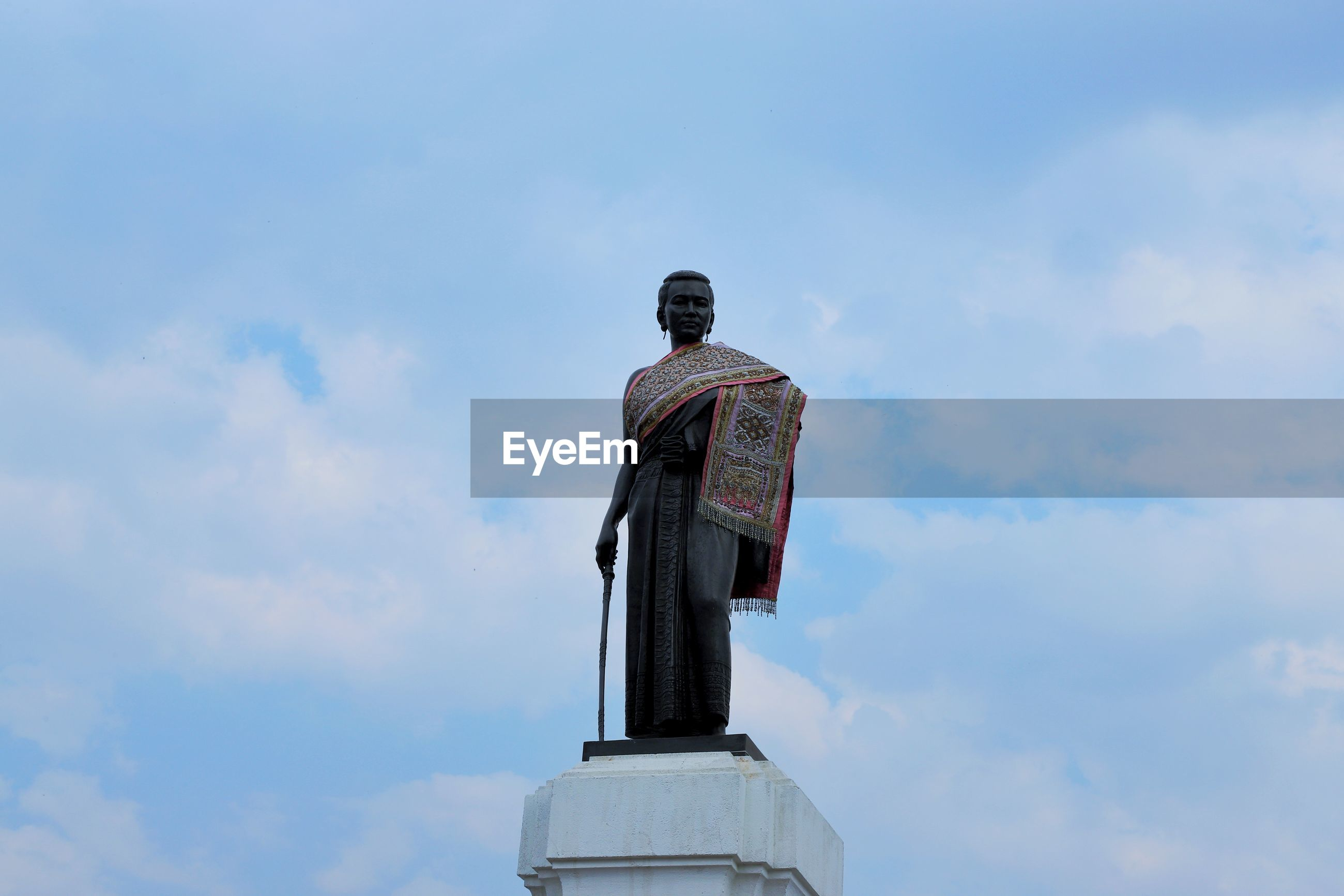 Thao suranaree monument heroines of korat the center of the minds of nakhon ratchasima residents