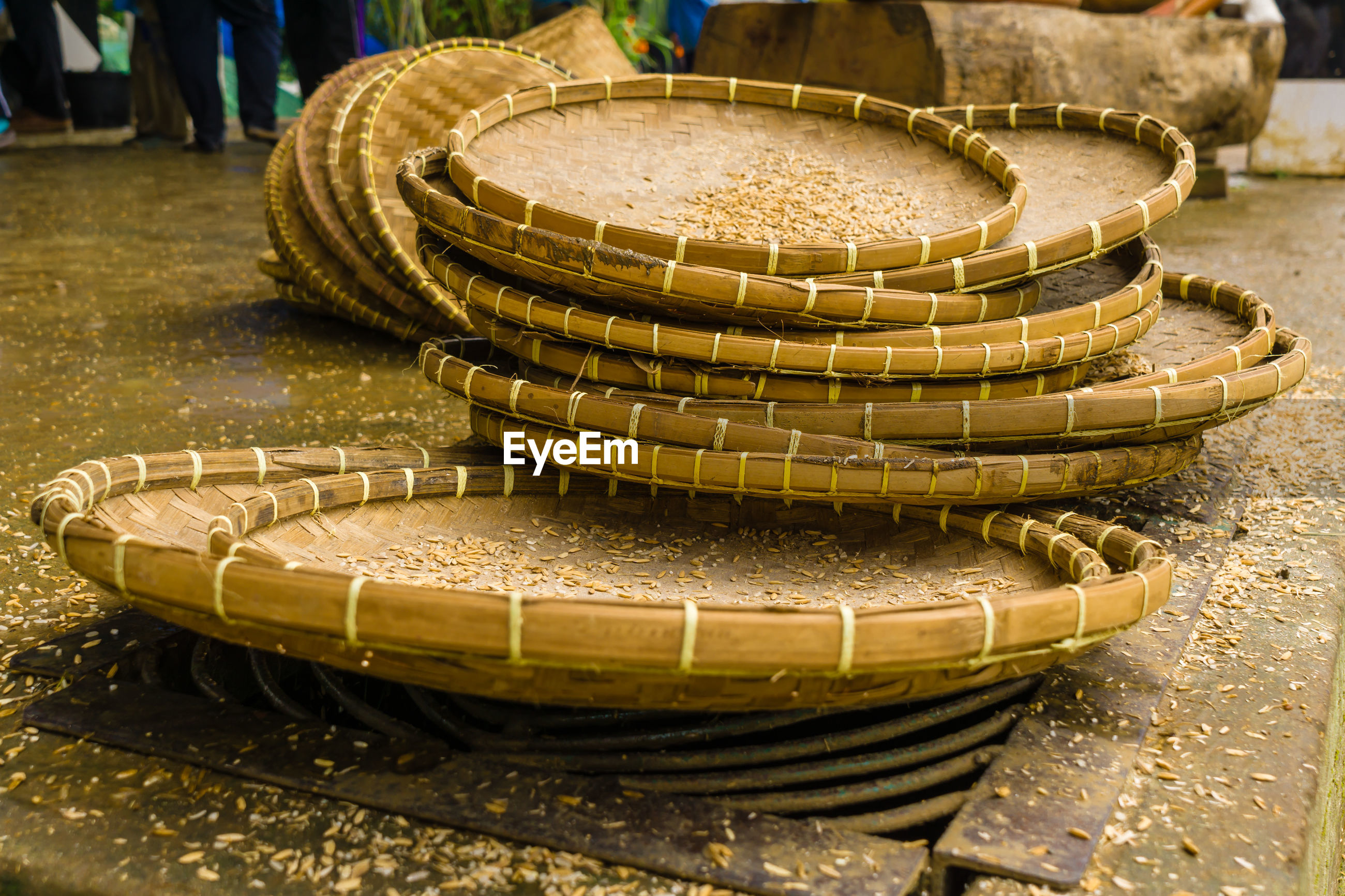 The goods from woven bamboo that circle looks for separates drying rice and raw rice