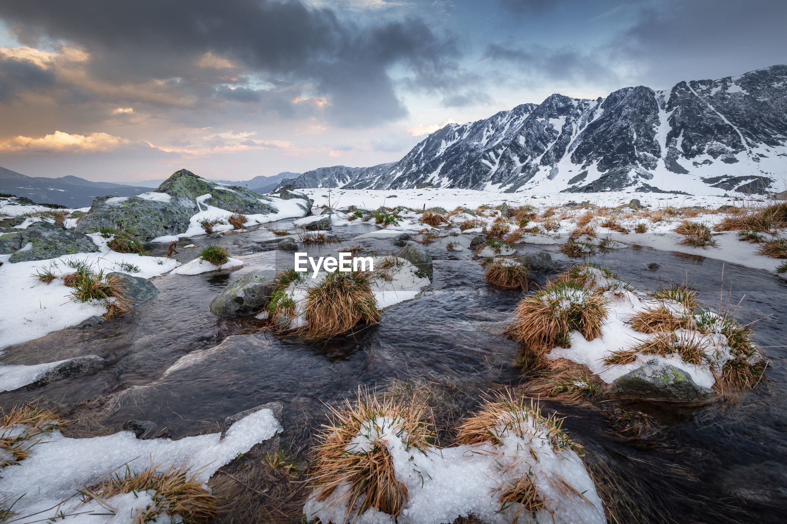 Scenic view of snow covered mountains against sky in retezat mountains