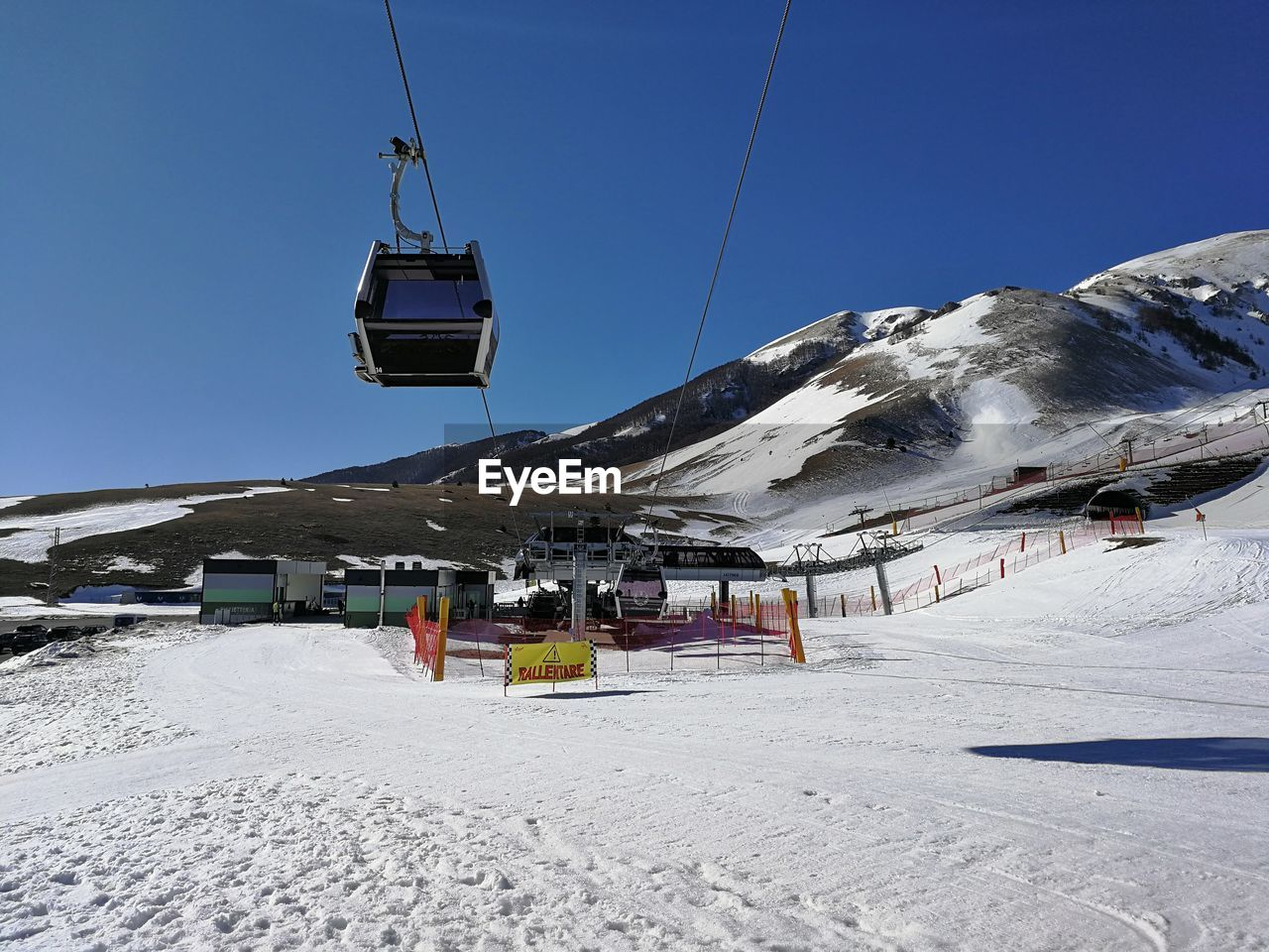 snow, cold temperature, winter, mountain, sky, snowcapped mountain, cable car, ski lift, scenics - nature, transportation, clear sky, nature, beauty in nature, day, environment, mountain range, overhead cable car, incidental people, mode of transportation, outdoors, ski resort