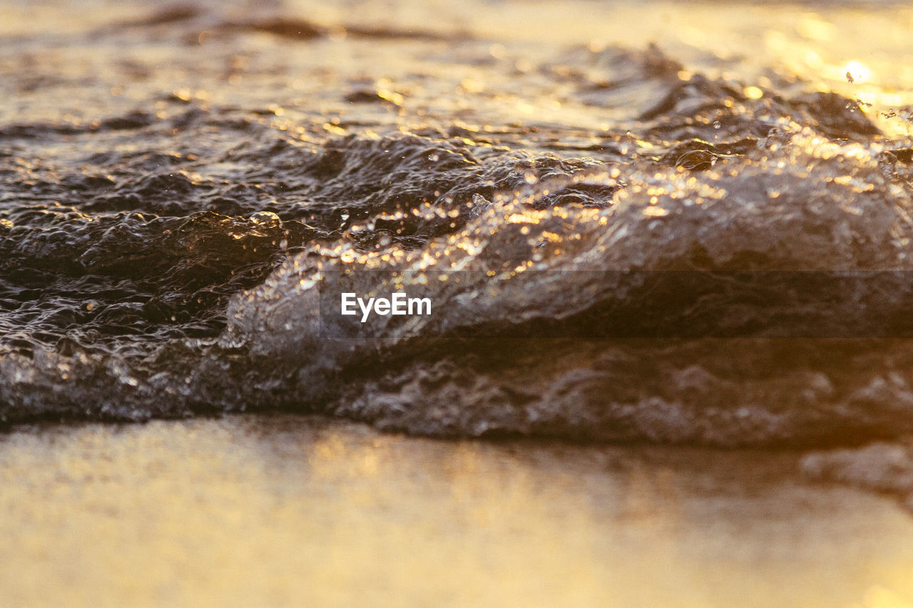 selective focus, no people, close-up, textured, full frame, backgrounds, nature, rock - object, pattern, solid, sea, day, rock, outdoors, beauty in nature, still life, water, waterfront, wood - material, clean