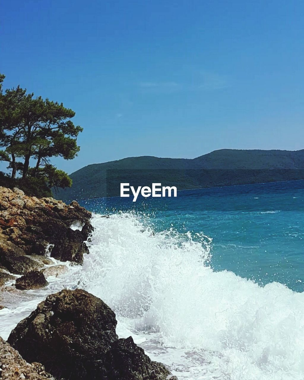 sea, nature, beauty in nature, water, scenics, wave, no people, motion, outdoors, blue, sky, day, power in nature, clear sky, crash, force, mountain, horizon over water