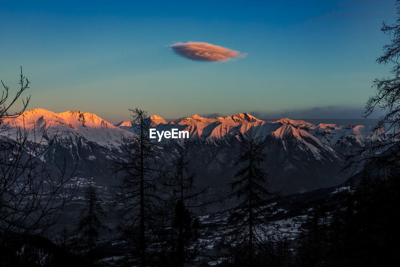 Lenticular cloud above the ecrins massif at dawn, les orres, hautes alpes