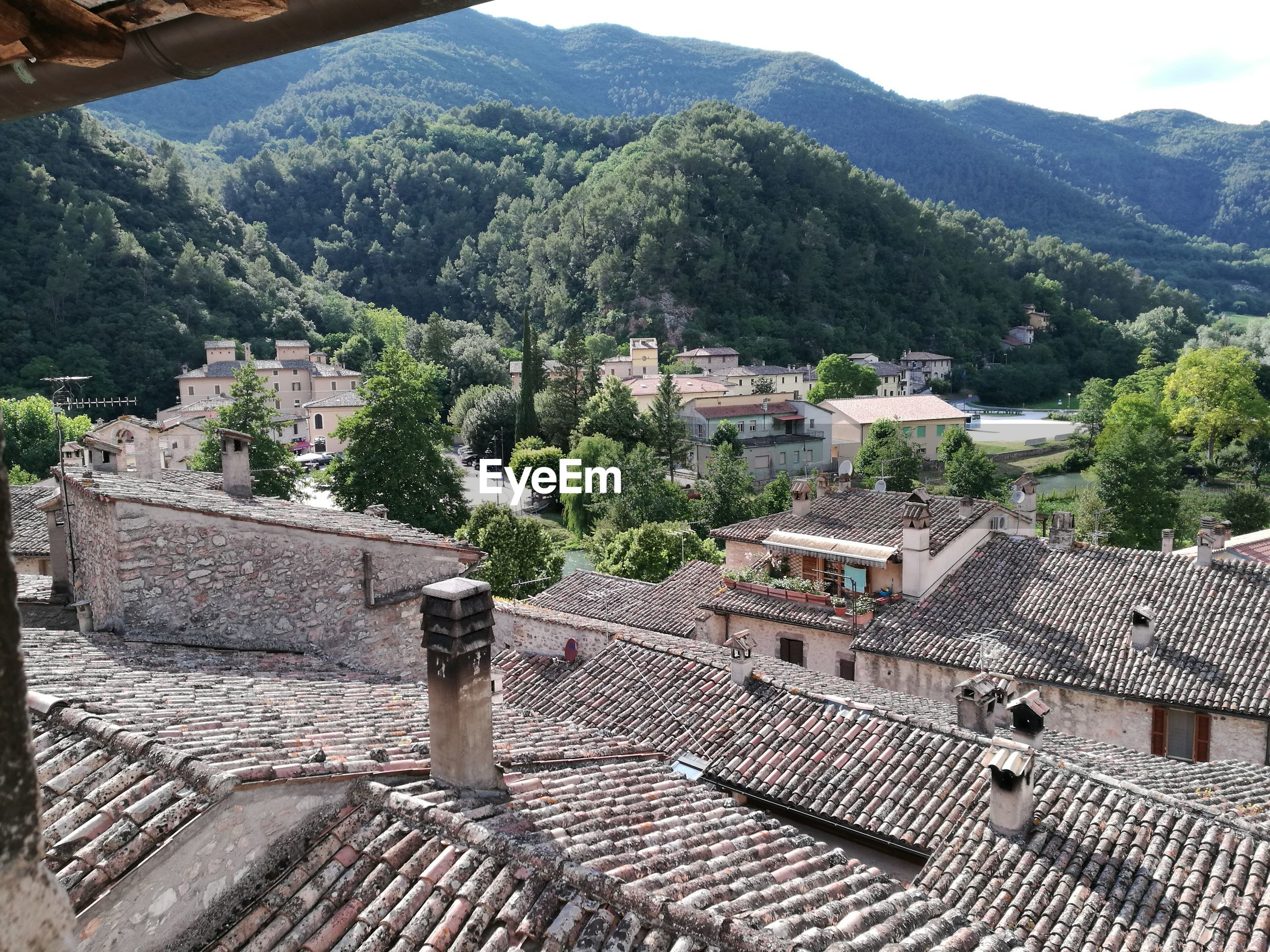 HIGH ANGLE VIEW OF TOWNSCAPE AND HOUSES