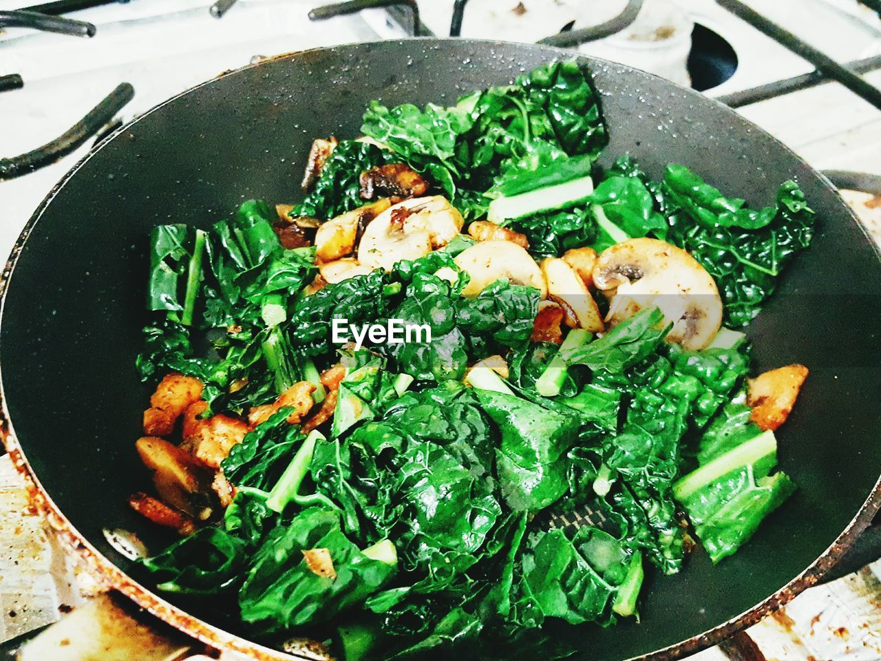 food, food and drink, freshness, healthy eating, green color, no people, vegetable, high angle view, close-up, indoors, ready-to-eat, day