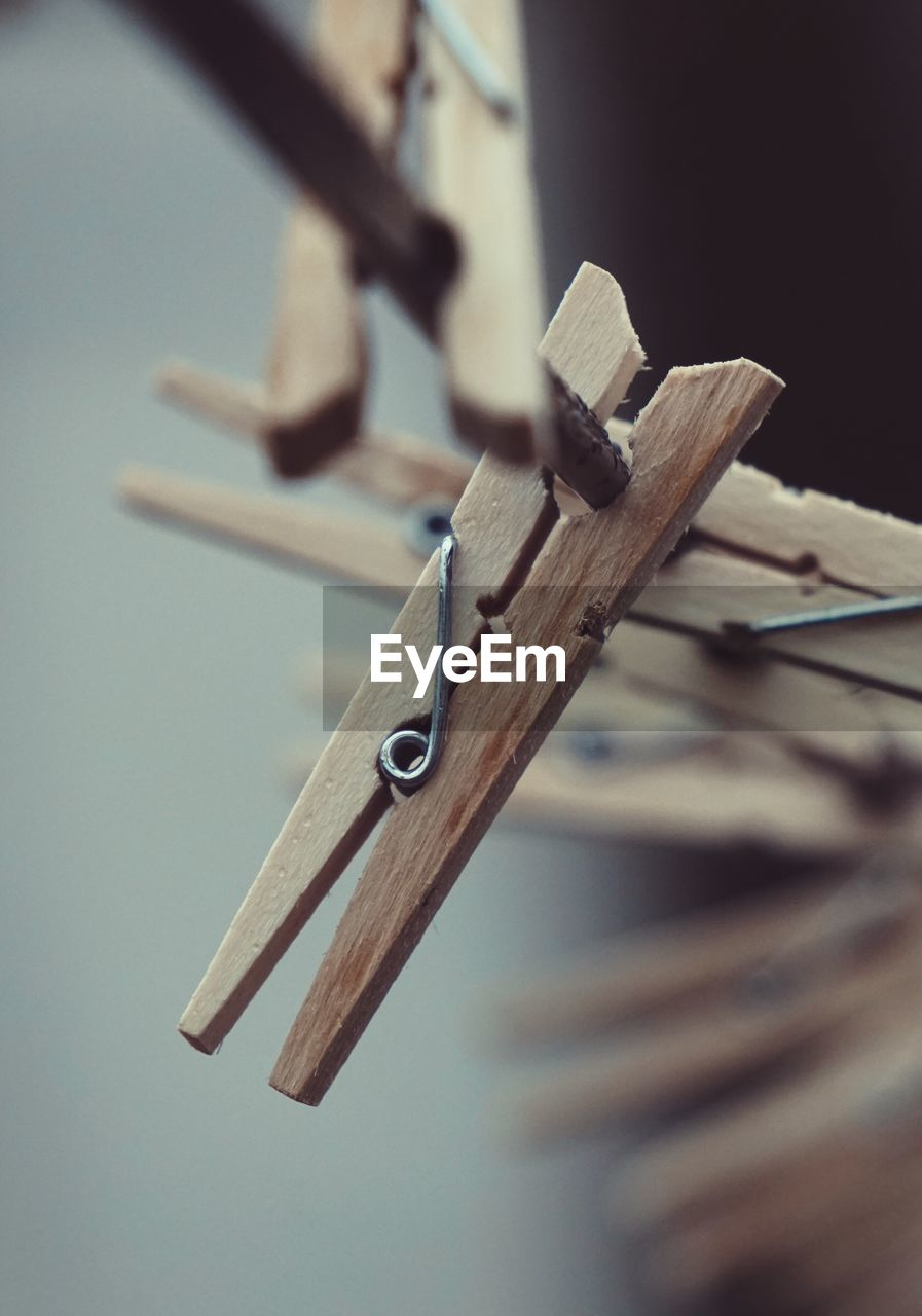wood - material, still life, selective focus, no people, close-up, clothespin, indoors, metal, large group of objects, hanging, equipment, table, focus on foreground, art and craft, brown, clothesline, craft, carpentry, pencil, wood