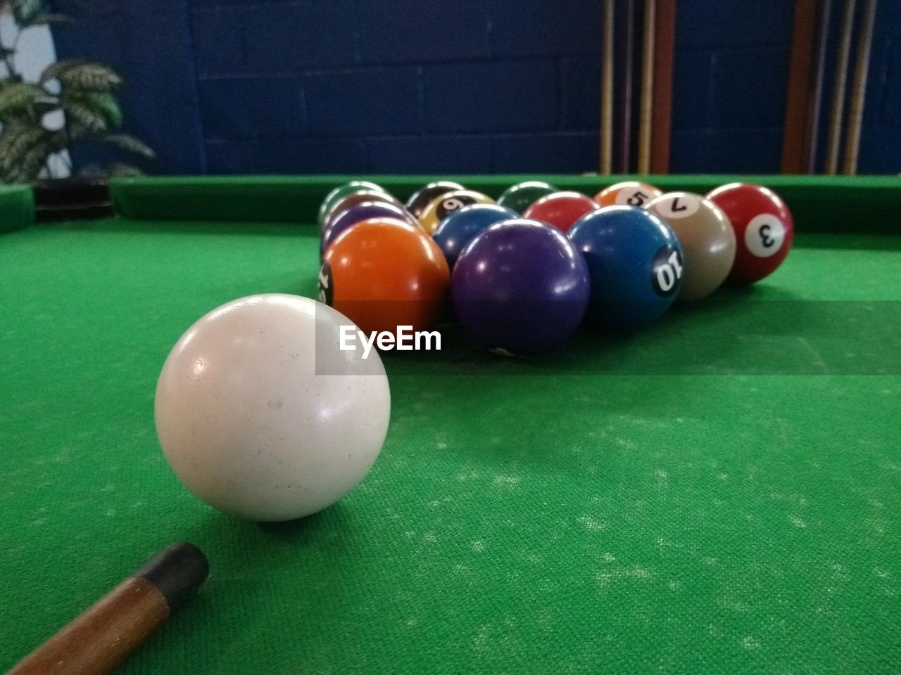 VARIOUS BALLS ON TABLE