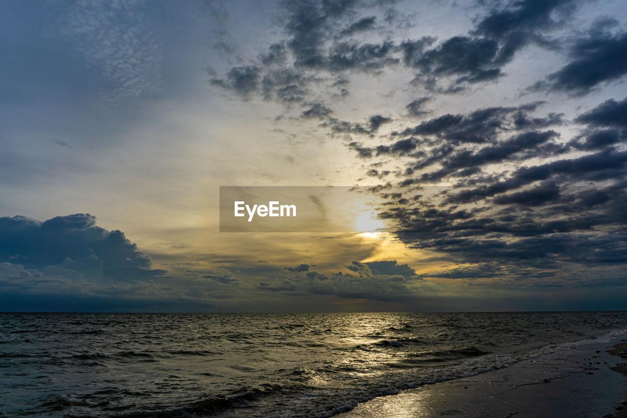 sky, water, cloud - sky, sea, beauty in nature, scenics - nature, horizon, land, sunset, beach, horizon over water, tranquility, tranquil scene, nature, no people, wave, idyllic, non-urban scene, outdoors