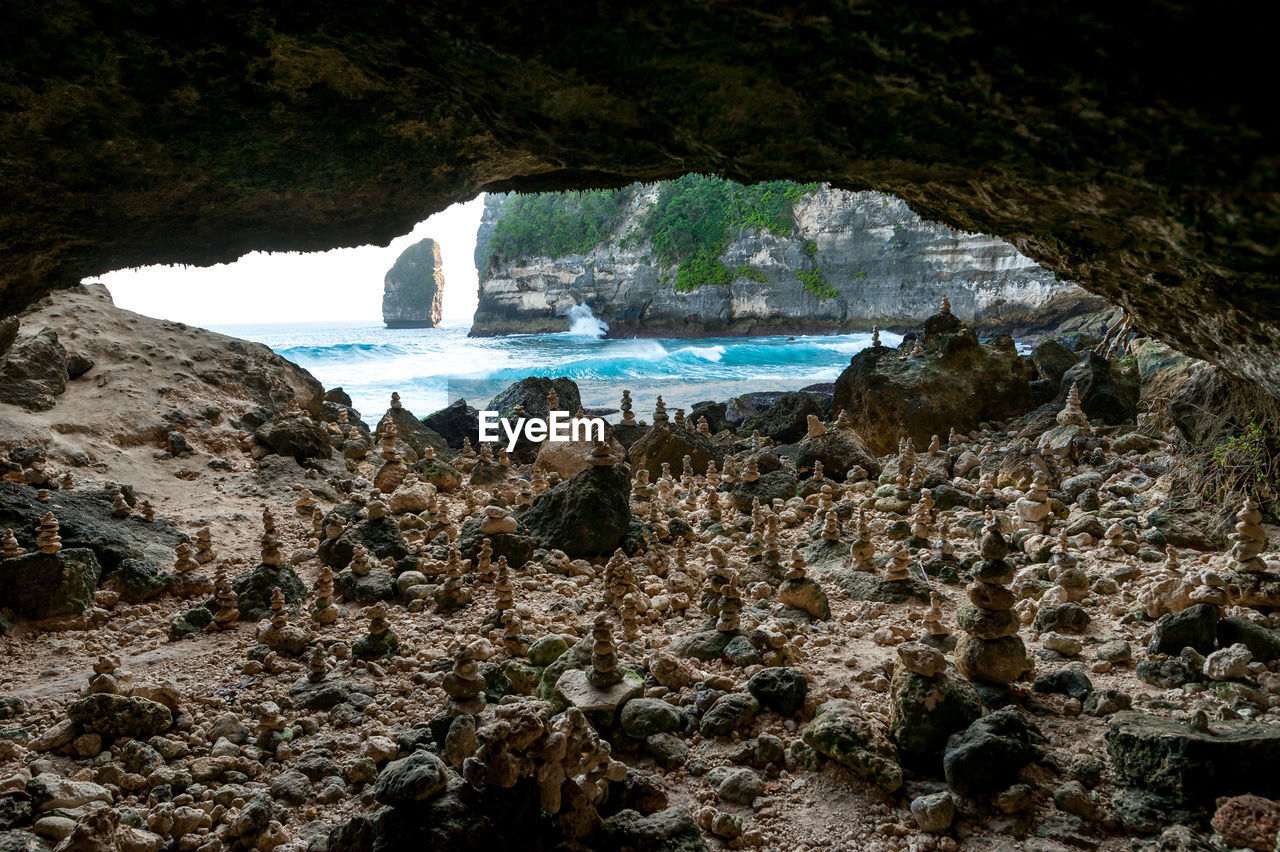 water, rock, rock - object, solid, nature, rock formation, motion, sea, beauty in nature, scenics - nature, day, land, no people, outdoors, mountain, tranquility, cave, physical geography, high angle view, flowing water, power in nature