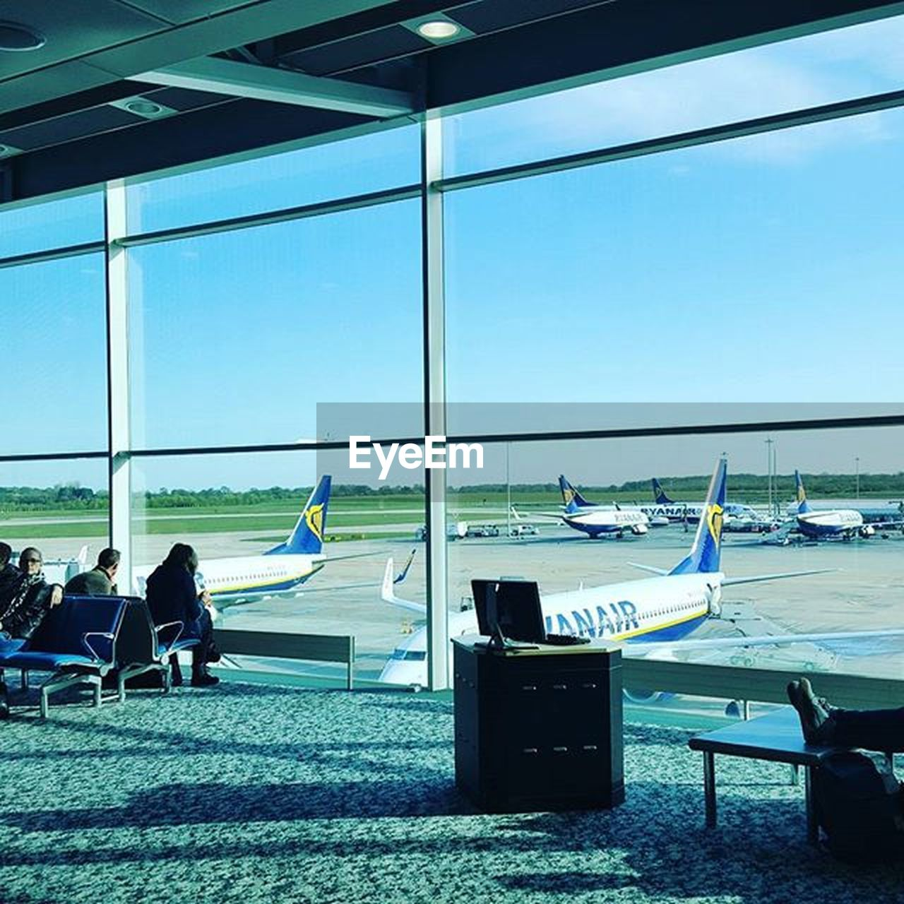 window, transportation, airport, day, men, real people, airplane, indoors, sky, flying, airport departure area, architecture, adult, people