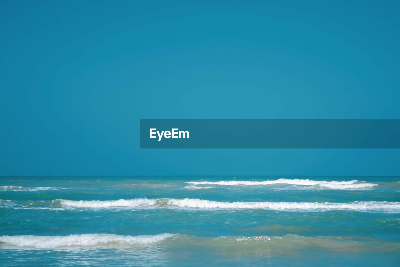sea, water, horizon over water, sky, scenics - nature, beauty in nature, horizon, motion, clear sky, copy space, blue, nature, wave, tranquility, waterfront, day, tranquil scene, no people, idyllic, outdoors, flowing water, turquoise colored