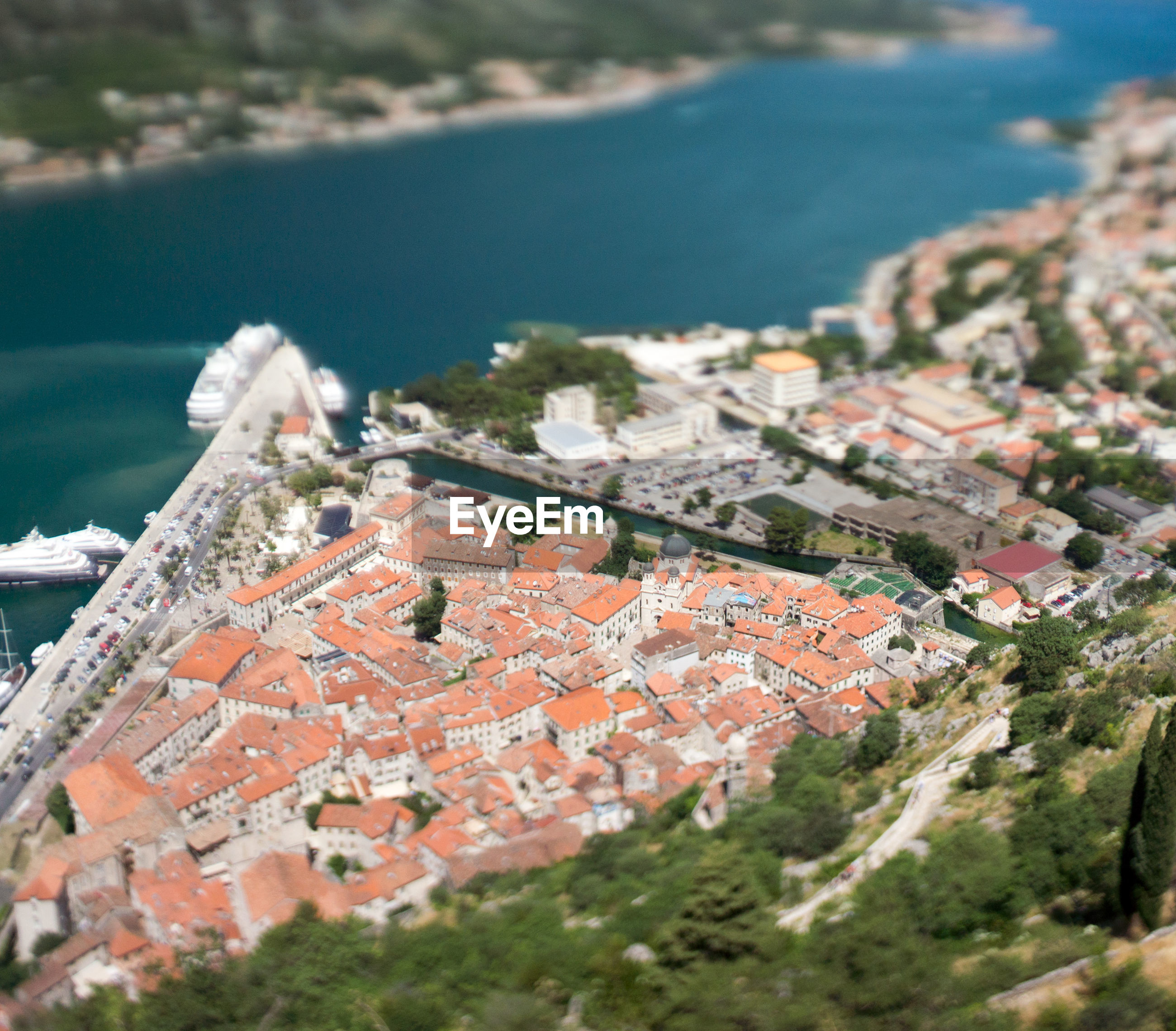 HIGH ANGLE VIEW OF TOWNSCAPE AND SEA BY TOWN