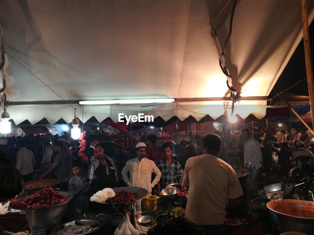group of people, real people, crowd, large group of people, men, market, illuminated, lifestyles, adult, women, food and drink, indoors, lighting equipment, business, retail, food, market stall, choice, leisure activity, light, street market