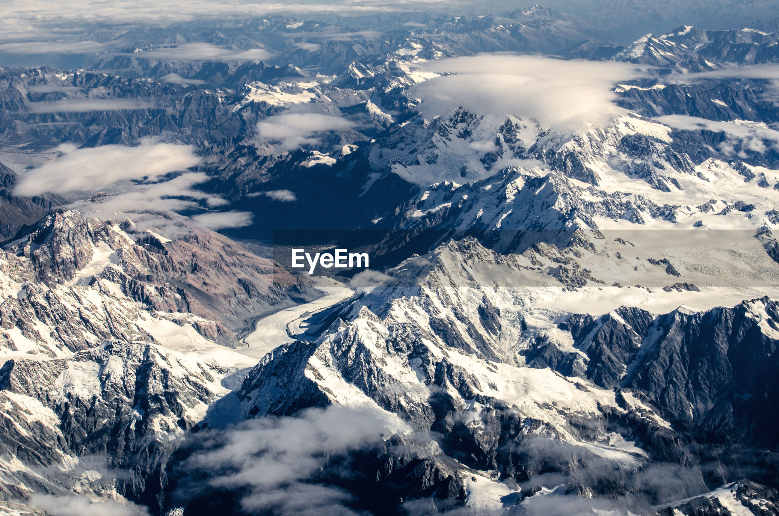 Southern alps, tasman glacier is the largest glacier in new zealand