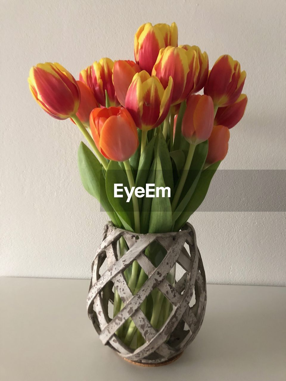 flower, flowering plant, plant, vase, freshness, beauty in nature, fragility, vulnerability, indoors, table, flower head, close-up, inflorescence, tulip, petal, nature, no people, decoration, still life, flower arrangement, bunch of flowers, bouquet