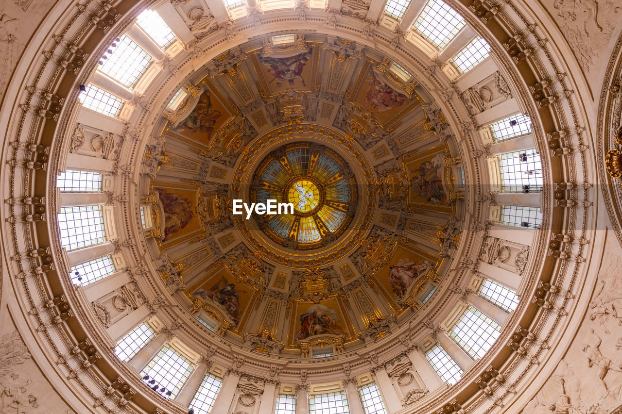 LOW ANGLE VIEW OF DOME CEILING