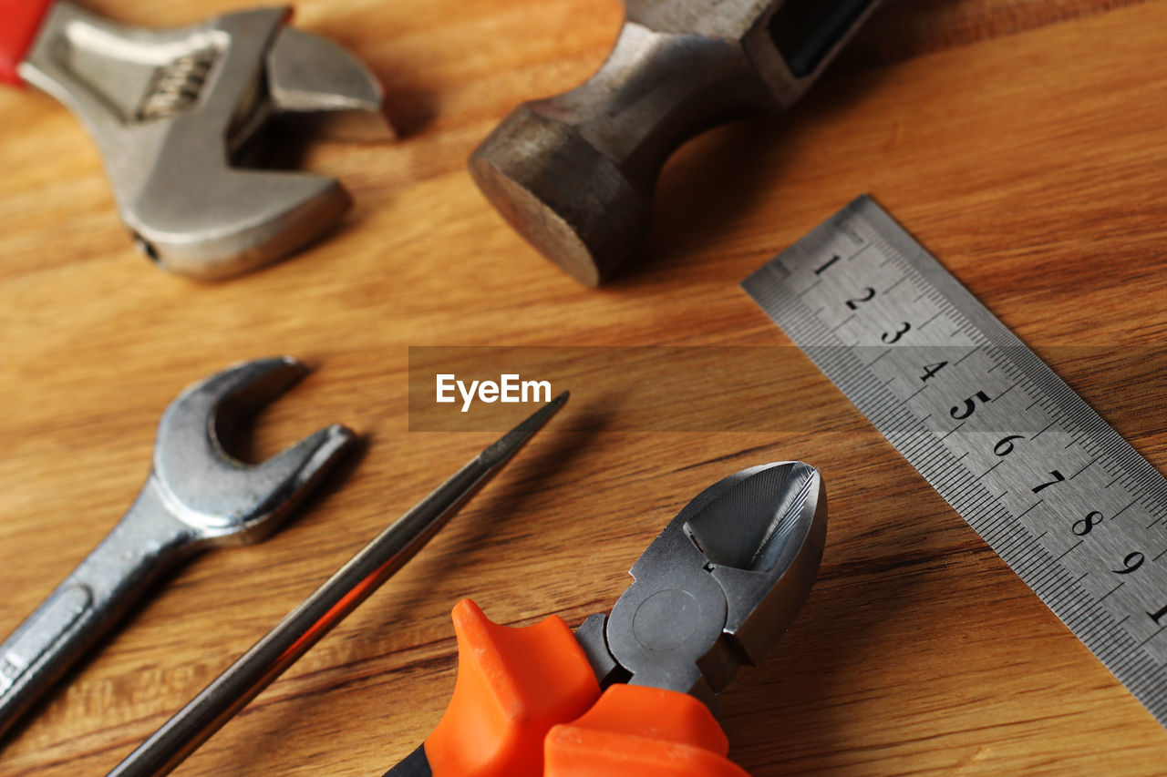 HIGH ANGLE VIEW OF TOOLS ON TABLE AT HOME