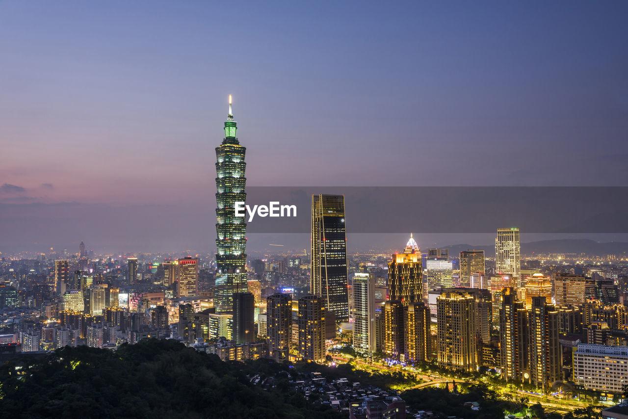 Panoramic cityscape of taipei skyline and taipei 101 skyscraper at night in taipei, taiwan