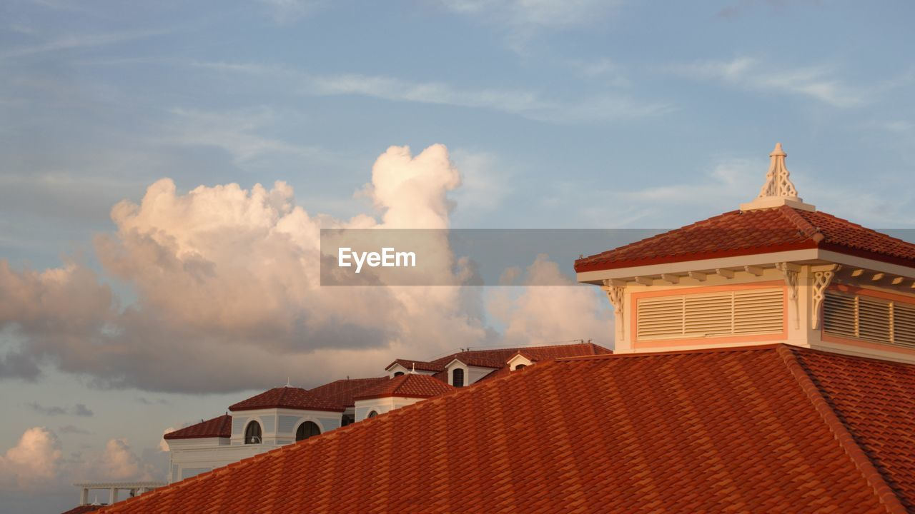 architecture, built structure, building, cloud - sky, building exterior, roof, sky, house, nature, residential district, day, no people, roof tile, low angle view, high section, city, outdoors, place of worship, sunlight, religion