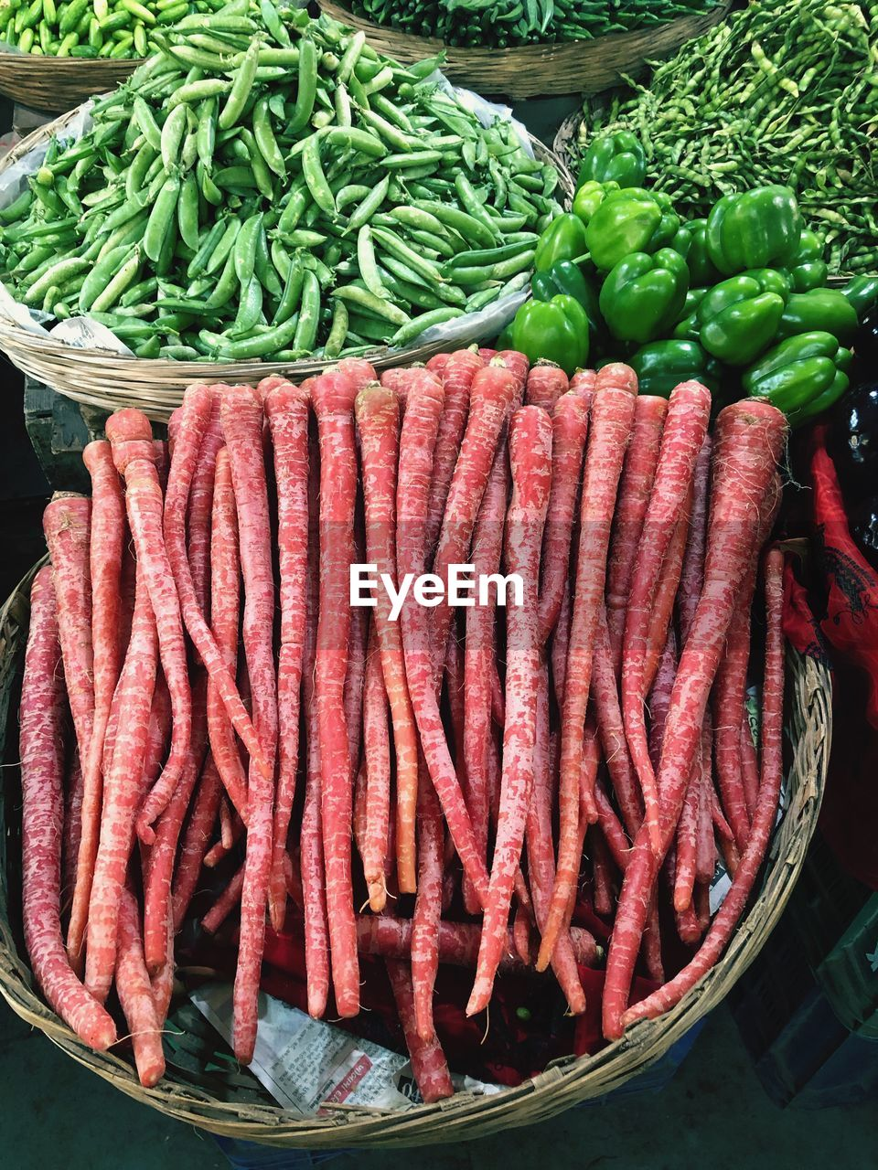 food and drink, food, vegetable, market, for sale, freshness, retail, healthy eating, large group of objects, wellbeing, market stall, no people, high angle view, abundance, choice, raw food, still life, variation, green color, red, retail display, street market