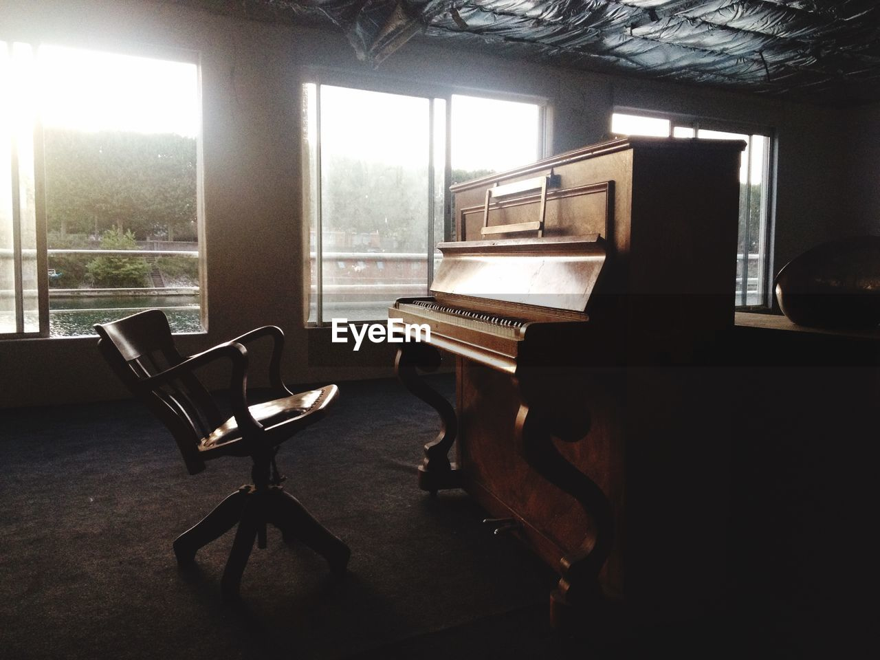 piano, indoors, musical instrument, music, chair, window, no people, home interior, day, seat, classical music, architecture