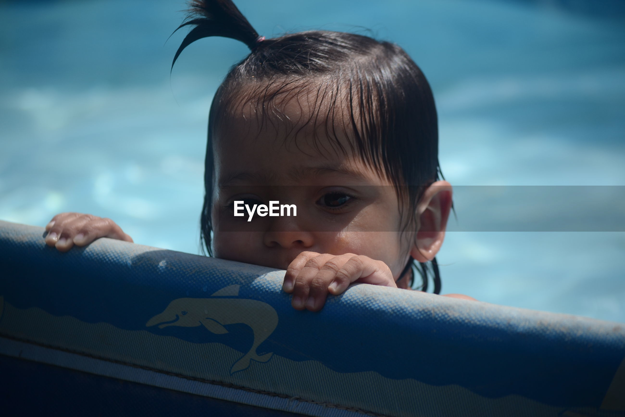 real people, childhood, headshot, boys, one person, leisure activity, lifestyles, close-up, day, portrait, clear sky, sky, outdoors, water