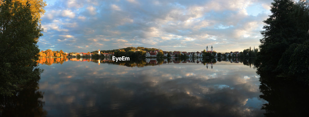 sky, cloud - sky, water, reflection, architecture, tree, building exterior, built structure, nature, plant, no people, city, lake, waterfront, building, beauty in nature, scenics - nature, outdoors, day, cityscape