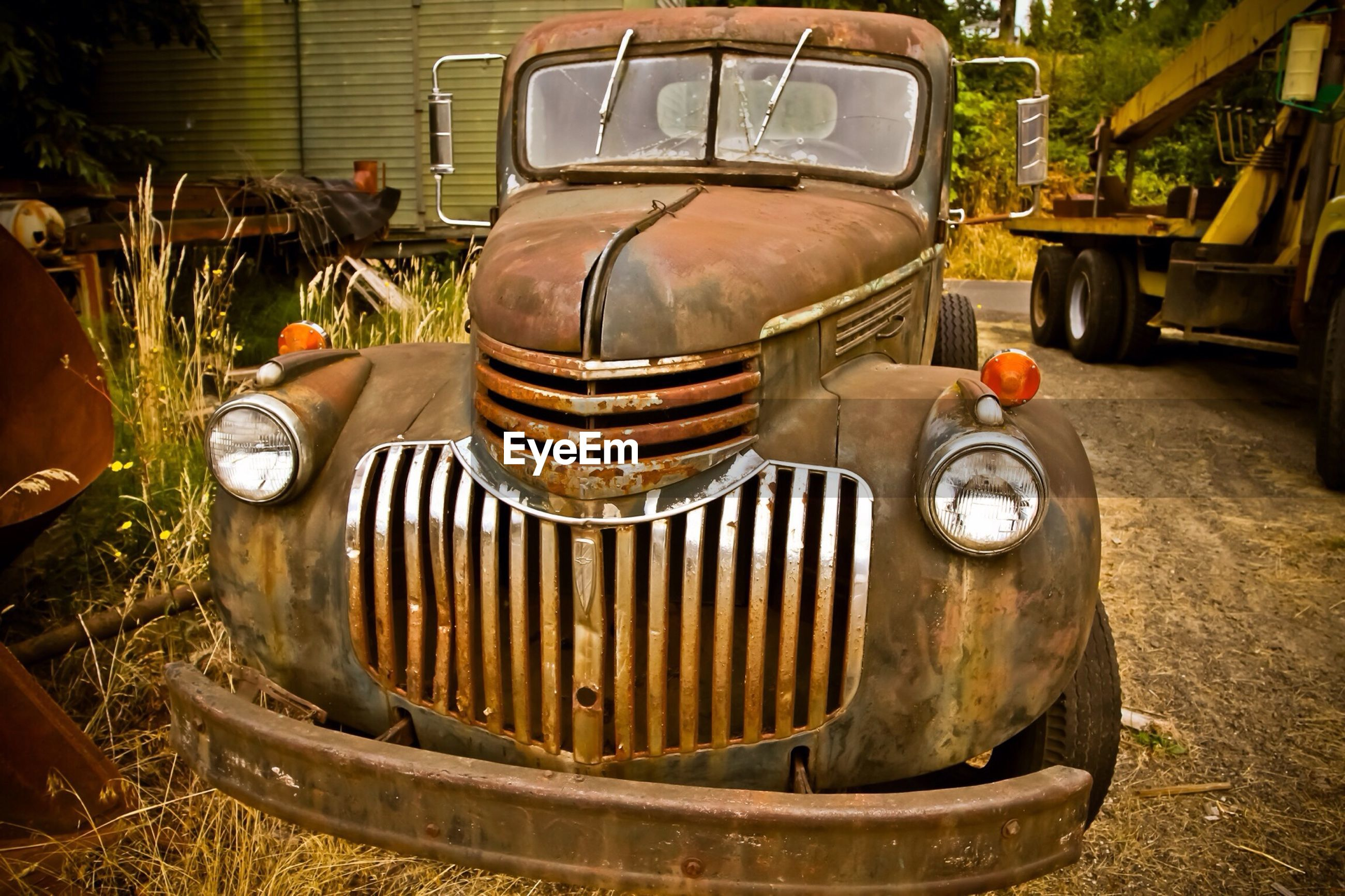 Front view of rusty car